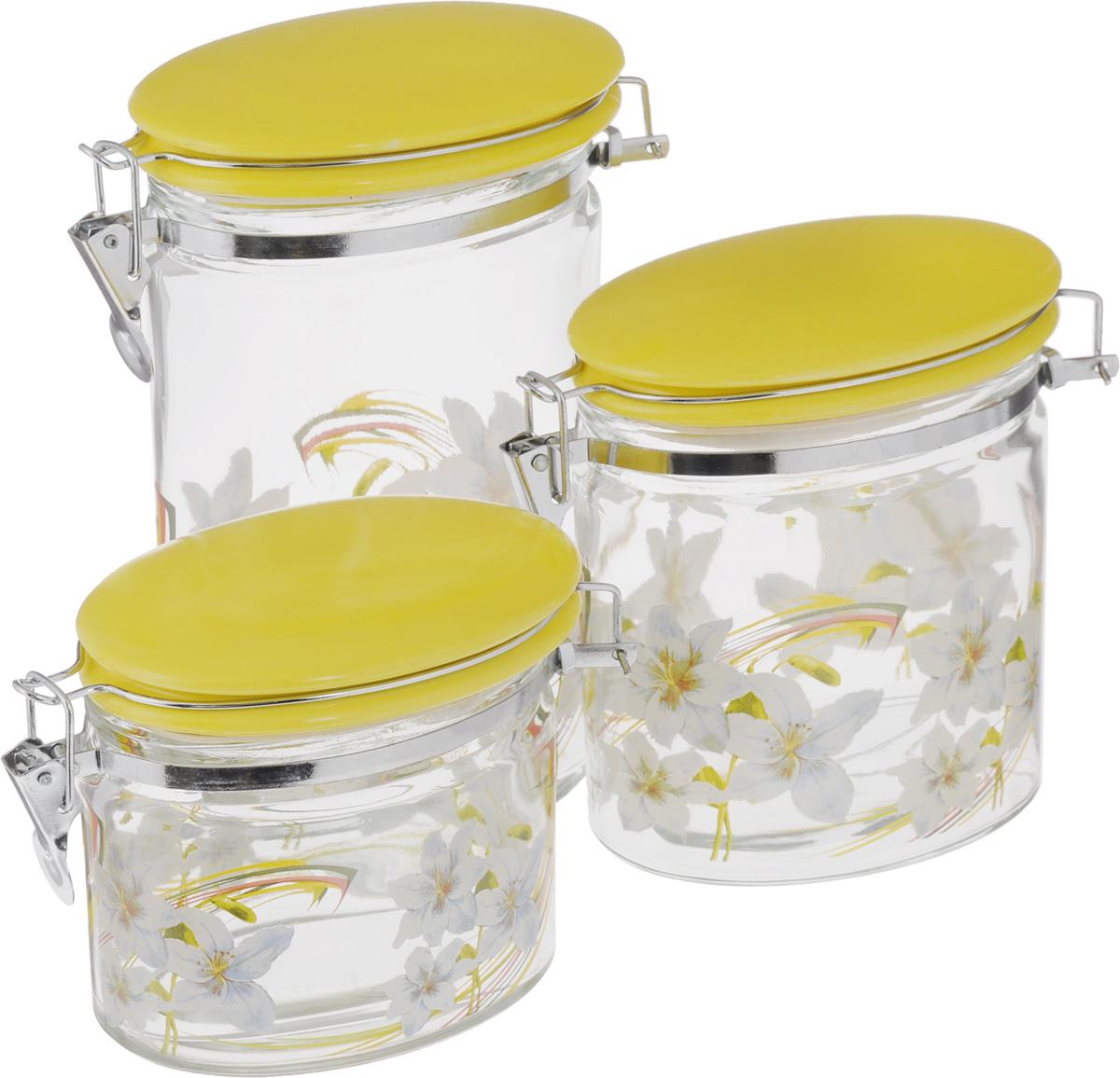 Набор банок для сыпучих продуктов Loraine, цвет: желтый, прозрачный, 3 штVT-1520(SR)Набор Loraine состоит из трех банок разного объема, предназначенных для хранения сыпучих продуктов. Изделия выполнены из высококачественного стекла и декорированы изображением цветов. Керамические крышки оснащены специальными металлическими фиксаторами, которые позволяют герметично закрывать емкости и сохранить свежесть продуктов. Банки прекрасно подходят для круп, орехов, сухофруктов, чая, кофе, сахара и многого другого.Оригинальный и необычный дизайн набора Loraine прекрасно впишется в интерьер вашей кухни. А также станет желанным подарком для любой хозяйки. Объем банок: 425 мл; 850 мл; 1,15 л. Размер банок (с учетом фиксаторов): 15,5 х 8 х 12,5 см; 15,5 х 8 х 15,5 см; 15,5 х 8 х 22,5 см.
