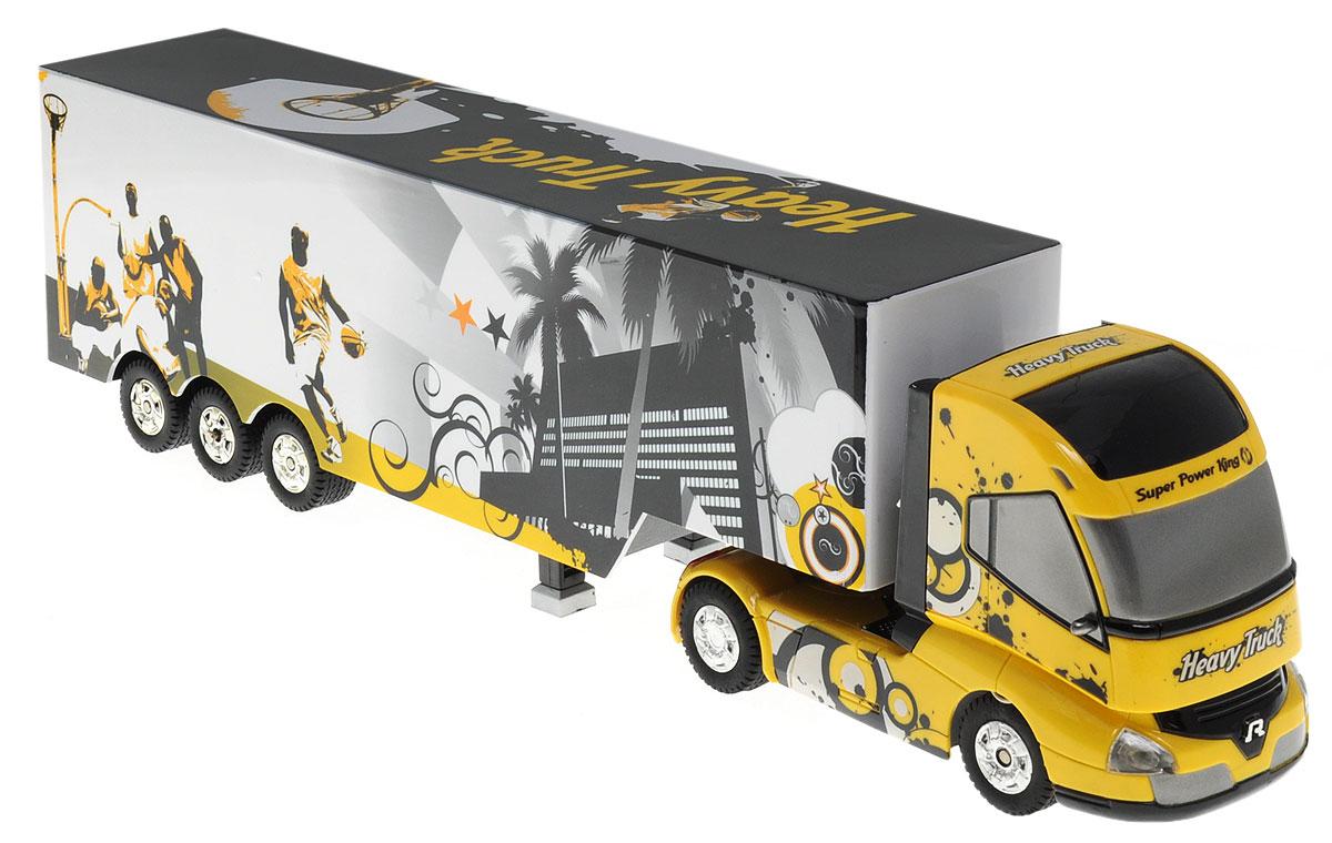 """Грузовик-тягач на радиоуправлении 1TOY """"Драйв. Heavy Truck"""" обязательно привлечет внимание взрослого и ребенка и понравится любому, кто увлекается автомобилями. При включении грузовика раздается звук работающего двигателя, движение и парковка также сопровождаются соответствующими звуками ускорения, тормозов и работы парктроника. Кузов прикрепляется к кабине на магнитных присосках, которые отсоединяются и присоединяются с пульта управления. При движении грузовика загорается подсветка автоплатформы. Машина двигается вперед и назад, поворачивает направо, налево. А серьезные габариты придают реалистичность в управлении. Радиоуправляемые игрушки способствуют развитию координации движений, моторики и ловкости. Ваш ребенок часами будет играть с грузовиком, придумывая различные истории. Порадуйте его таким замечательным подарком! Машина работает от 4 батареек типа АА напряжением 1,5V (не входят в комплект), пульт работает от батарейки 9V типа """"Крона""""..."""