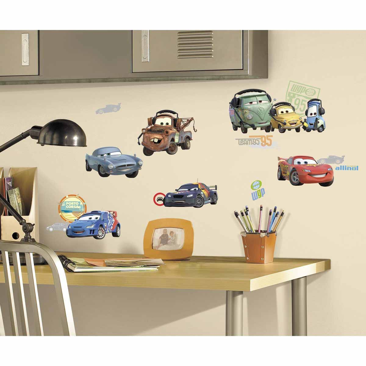 RoomMates Наклейка интерьерная Тачки 26 шт300240_белый, красный, синийНаклейки для декора Тачки от знаменитого производителя RoomMates станут украшением вашей квартиры! Привнесите атмосферу знаменитого диснеевского мультфильма в комнату вашего ребенка! Наклейки, входящие в набор, содержат изображения любимых персонажей вашего ребенка: Молнии МакКуина, Мэтра и других!Всего в наборе 26 стикеров. Наклейки не нужно вырезать - их следует просто отсоединить от защитного слоя и поместить на стену или любую другую плоскую гладкую поверхность. Наклейки многоразовые: их легко переклеивать и снимать со стены, они не оставляют липких следов на поверхности.В упаковке вы найдете 4 листа с наклейками.