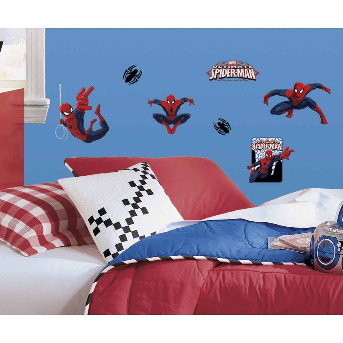 RoomMates Наклейки для декора Человек-паук43415Наклейки для декора Человек-паук от знаменитого производителя RoomMates станут украшением вашей квартиры! Новый красочный набор наклеек для декора оценит любой поклонник знаменитого комикса! Наклейки, входящие в набор, содержат изображения персонажей классического комикса про приключения Человека-Паука. Всего в наборе 22 стикера. Наклейки не нужно вырезать - их следует просто отсоединить от защитного слоя и поместить на стену или любую другую плоскую гладкую поверхность. Наклейки многоразовые: их легко переклеивать и снимать со стены, они не оставляют липких следов на поверхности. В каждой индивидуальной упаковке вы можете найти 4 листа с различными наклейками! Таким образом, покупая наклейки фирмы RoomMates, вы получаете гораздо больший ассортимент наклеек, имея возможность украсить ими различные поверхности в доме.