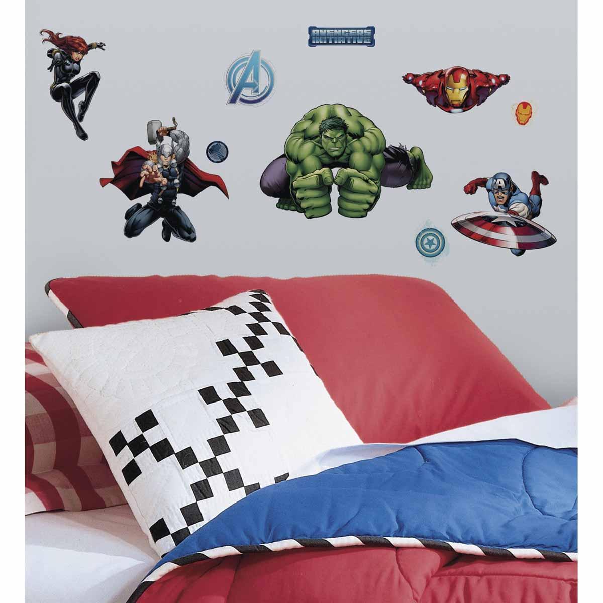 RoomMates Наклейка интерьерная Мстители 28 шт1051-BLИнтерьерная наклейка RoomMates Мстители обязательно станет украшением вашей квартиры.Новый яркий набор наклеек для декора оценит каждый любитель классических комиксов от студии Марвел! Наклейки, входящие в набор, содержат изображения Капитана Америки, Железного Человека, Халка, Тора, Черной Вдовы и других героев знаменитых комиксов.Всего в наборе 28 стикеров. Наклейки не нужно вырезать - их следует просто отсоединить от защитного слоя и поместить на стену или любую другую плоскую гладкую поверхность. Наклейки многоразовые: их легко переклеивать и снимать со стены, они не оставляют липких следов на поверхности.В каждой индивидуальной упаковке вы можете найти 4 листа с различными наклейками!
