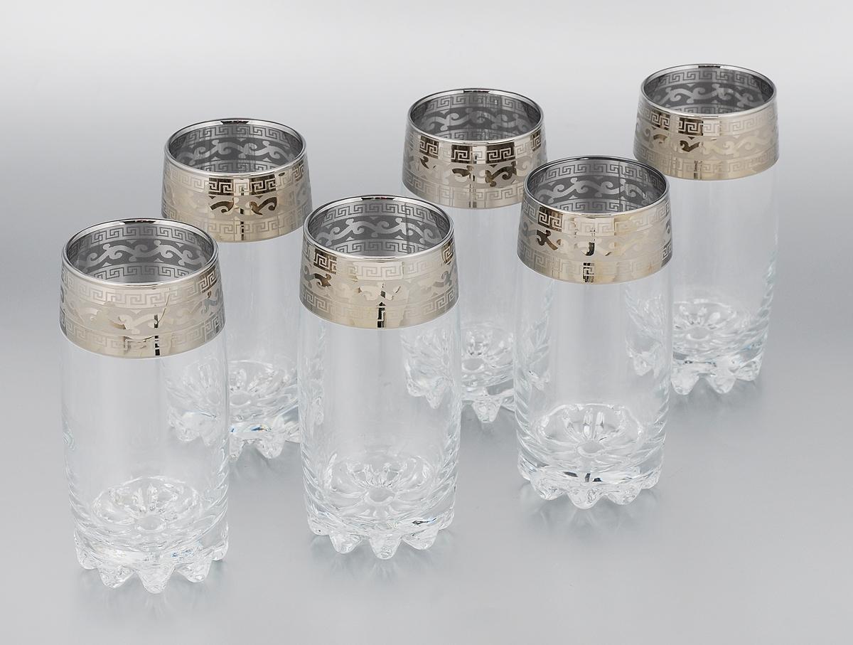 Набор стаканов Гусь-Хрустальный Версаче, 390 мл, 6 штVT-1520(SR)Набор Гусь-Хрустальный Версаче состоит из 6 высоких стаканов, изготовленных из высококачественного натрий-кальций-силикатного стекла. Изделия оформлены красивым зеркальным покрытием и широкой окантовкой с оригинальным узором. Стаканы предназначены для подачи сока, а также воды и коктейлей. Такой набор прекрасно дополнит праздничный стол и станет желанным подарком в любом доме. Разрешается мыть в посудомоечной машине. Диаметр стакана (по верхнему краю): 6 см. Высота стакана: 15 см.