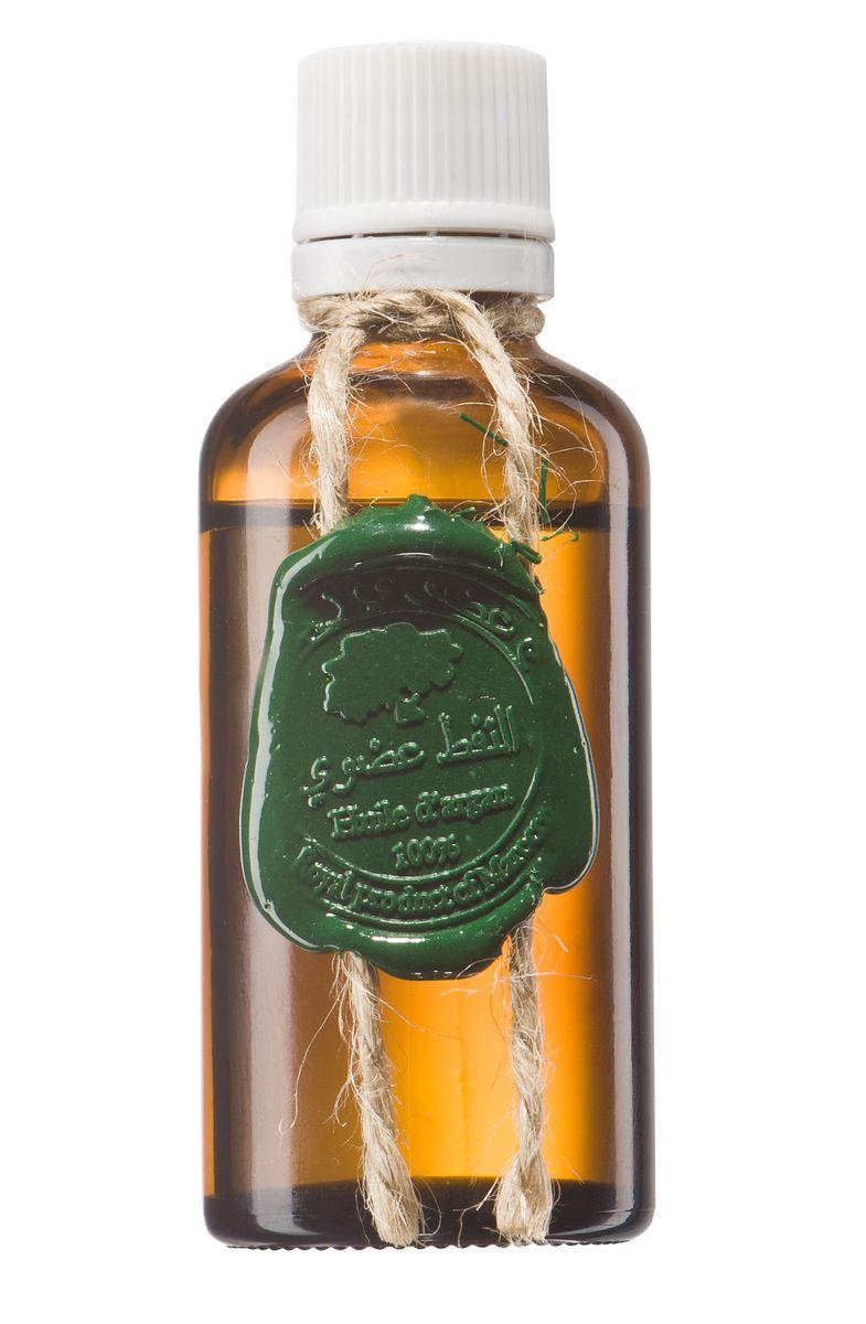 Huilargan Аргановое масло, 50 млDN 61Аргановое масло «Huilargan» – лучшее средство по уходу за волосами, делает их здоровыми, блестящими, ухоженными, наполняет влагой, жизненной силой и восполняет структуру волоса. Обладает волшебным регенерирующим свойством и незаменимо для кончиков.Масло Арганы отличное средство для ухода за кожей лица и шеи, обладает даже легким лифтинг эффектом, борется с растяжками (клинически доказано), используется для ухода за руками и кутикулой. Полезные свойства можно перечислять бесконечно, просто возьмите и попробуйте! А эффект вас приятно удивит!!!Масло арганы густой консистенции, богатое витаминами, с высокой проникающей способностью и регенерирующими свойствами.Свойство масла арганы бороться со свободными радикалами и препятствовать старению кожи сделало его таким же распространённым средством по борьбе со старением, как ботокс. В масле арганы содержится рекордное количество витамина Е и каротина (формы витамина А). Оба этих витамина являются важными компонентами, влияющими на здоровый вид кожи.АРГАНОВОЕ МАСЛО ПРИМЕНЕНИЕ ДЛЯ КОЖИ? Благодаря высокому содержанию витамина E и жирных кислот, аргановое масло является идеальным продуктом для естественного увлажнения кожи. Оно легко и быстро впитывается и не оставляет жирных следов, не вызывает раздражения, что делает его отличным природным увлажняющим средством.? Для этих целей нужно просто нанести несколько капель масла на кожу лица и тела, нежными втирающими движениями.? Аргановое масло очень эффективное средство в борьбе с морщинами. Оно восстанавливает эластичность кожи, дарит ей ощущение гладкости и мягкости. Его антиоксидантный эффект делает аргановое масло идеальным продуктом в линейке средств, обладающих Anti-Aging эффектом.? Для этого необходимо наносить несколько капель арганового масла массажными движениями на кожу лица и шеи перед сном.? Аргановое масло идеально подходит для ухода за очень сухой кожей. Оно эффективно при таких заболеваниях, как экзема и псориаз. Витамин E и жирн