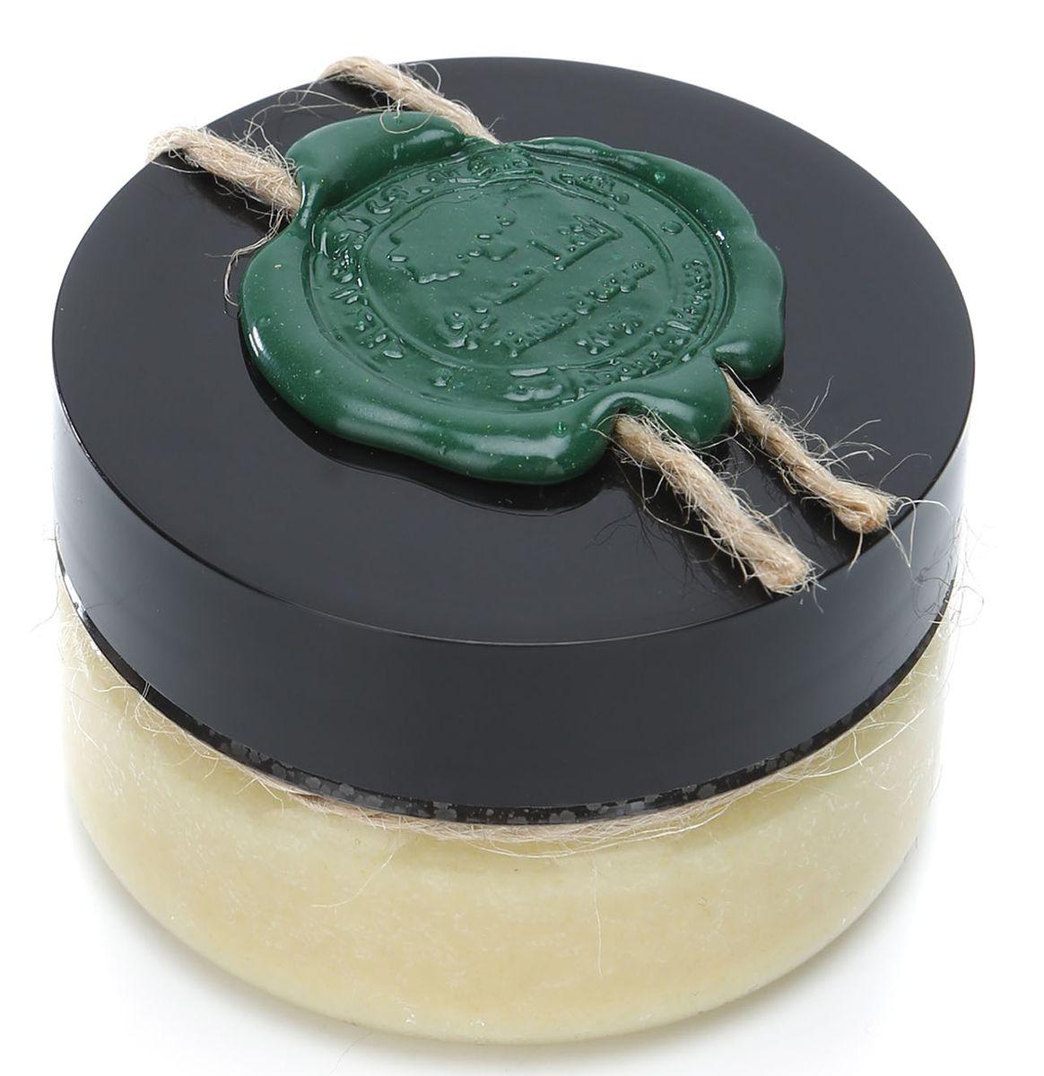 Huilargan Какао масло, 100% органическое, 50 гFS-00103Какао-масло - это базовое масло, получаемый из зерен плодов шоколадного дерева. Это сбалансированный натуральный продукт, оказывающий лечебное действие на весь организм. Его главная отличительная черта заключается в содержании антиоксидантных веществ, способных стимулировать иммунную систему. Большая концентрация олеиновой кислоты позволяет восстанавливать утраченные функции стенок сосудов, повышает их эластичность, уменьшает количество холестерина и полностью очищает кровь, а также нормализует барьерные функции эпидермиса кожи. Масло какао содержит пальминтовую кислоту, что позволяет ему проявлять липофильные свойства, усиливать глубокое проникновение полезных веществ. Токоферолы натуральный витамин F, обладают свойствами увлажнения, повышают выработку коллагена.МАСЛО КАКАО ПРИМЕНЕНИЕОно способно сокращать трансэпидермальную потерю влаги (ТЭПВ), покрывать кожу защитной водонепроницаемой плёнкой и удерживать влагу в эпидермисе, поэтому особенно полезно его применять при сухой, обветренной, дряблой и стареющей коже.- Оно входит в состав косметических средств для ухода за кожей лица и шеи, декольте, губами, руками.- Масло какао способно регенерировать клетки кожи.- Масло какао обладает защитными свойствами, поэтому может применяться для защиты кожи во время низких температур зимой.- Масло какао обладает высоким смягчающим действием, а также является лубрикантом, усиливая скользящий эффект масел при нанесении их на кожу.- Масло какао, за счет содержания кофеина, применяется для профилактики растяжек кожи и повышения ее упругости.- Масло какао способно усиливать выработку загара, поэтому его можно добавлять в лосьоны для загара