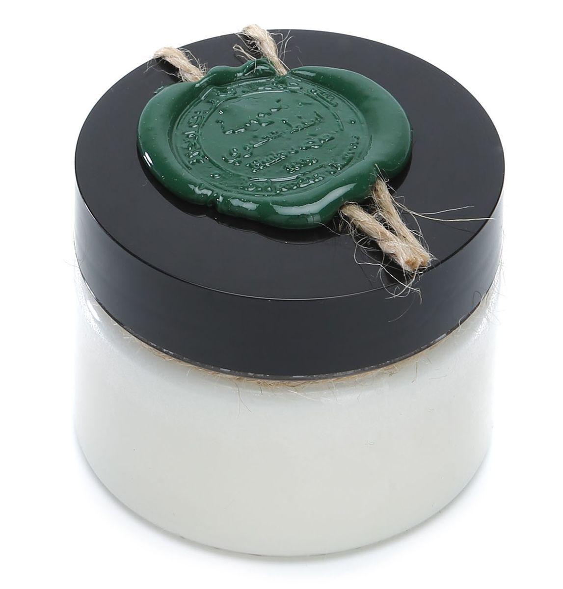 Huilargan Кокос масло, 100% органическое, 100 гFS-00897Кокосовое масло не содержит холестерина - единственное масло, которое содержит 92% насыщенных жирных кислот, то есть не допускает образование свободных радикалов и транс жиров. Кокосовое масло устойчиво к разрушению и имеет большой срок годности. Оно устойчиво к действию света, воздуха и тепловой обработке. Более того, оно содержит большое количество антиоксидантов, что делает его лучшим маслом для сохранения и восстановления здоровья.Кокосовое масло просто незаменимо: при сухой, раздраженной и чувствительной коже; масло используется для лечения ран; эффективно при сухости и шелушении кожи, трещинах на локтях и пятках, ожогах; повышает упругость и эластичность кожи, прекрасно подходит для лечения и профилактики целлюлита; Предохраняет кожу от обвисания при стремительном похудении, в том числе после родов; До и после принятия солнечных ванн - оно создает устойчивый защитный слой; Для ухода за волосами - прекрасно увлажняет волосы и кожу головы, избавляет от перхоти и сечения. КОКОСОВОЕ МАСЛО ДЛЯ ЛИЦАБерете 1 грамм и наносите на кожу, масло начинает плавиться и впитываться, практически не оставляя жирных следов. Если кокосовое масло сушит вашу кожу, попробуйте наносить его на влажное лицо и эффект будет абсолютно другим!КОКОСОВОЕ МАСЛО ДЛЯ ВОЛОСКокосовое масло для волос лучше всего использовать в виде процедуры промасливания волос.Берете немного масла и равномерно распределяете его на волосы по всей длине от корней до самых кончиков. Если волосы жирные, то масло нужно наносить только на кончики волос Наносится масло на сухие волосы до их мытья, как минимум на час. Если волосы сильно ослаблены и истончены, то лучше всего его наносить перед сном на всю ночь для усиления лечебного эффекта. Иногда рекомендуется, замотать голову теплым полотенцем, чтобы усилить лечебный эффект. Смывается масло достаточно просто обыкновенным шампунем.Делать такую процедуру можно 1 раз в неделю.Нерафинированное масло кокоса укрепляет, пи