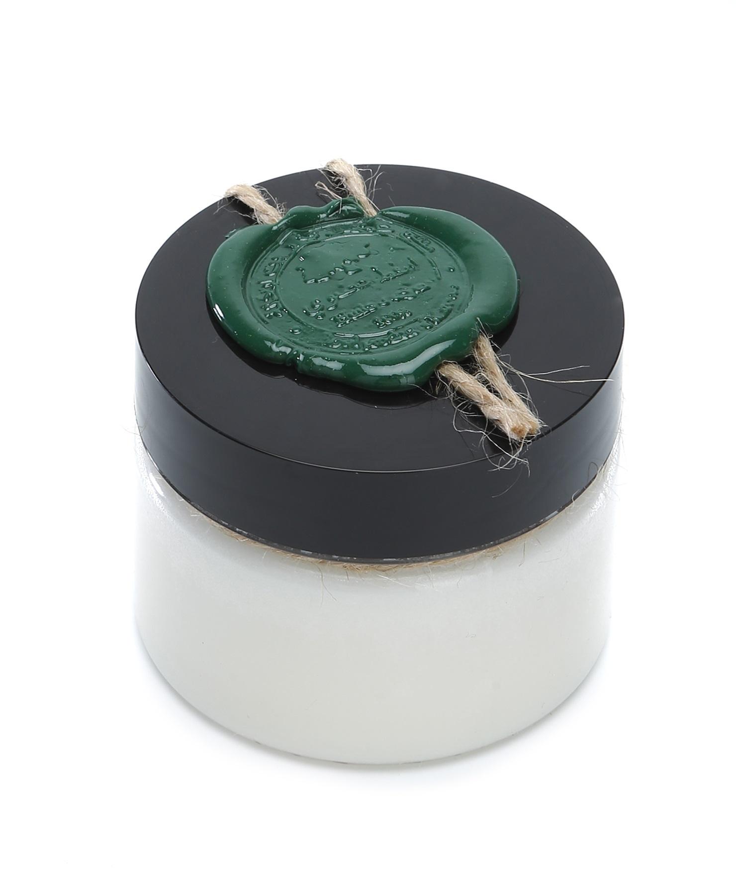 Huilargan Алоэ вера масло, 100% органическое, 100 гFS-00897Алоэ вера издревле известен своими бактерицидными, регенерирующими, увлажняющими и омолаживающими свойствами: ? хорошо увлажняет и помогает быстро устранить сухость кожи, вызванную экземой, псориазом, розацеей, солнечными ожогами, обветриванием; ? питает, смягчает, успокаивает кожу; ? освежает и омолаживает кожу; ? способствует заживлению и восстановлению кожного покрова; ? помогает при акне, ожогах, порезах, ссадинах; ? сглаживает неровности и повышает эластичность кожи; ? регенерирует; ? снимает зуд при укусах насекомых и аллергиях; ? устраняет проявления псориаза. Показания к применению: ? сухая, утомленная, не эластичная кожа; ? зрелая, возрастная кожа; ? поврежденная кожа.Применение: ? в чистом виде или в смеси с другими растительными и эфирным маслами; ? для ежедневного ухода за лицом и телом; ? в качестве хорошей основы для приготовления кремов, молочка, сливок, сывороток и других косметических средств; ? замечательное массажное масло; Противопоказания: возможна индивидуальная непереносимость органического масла.