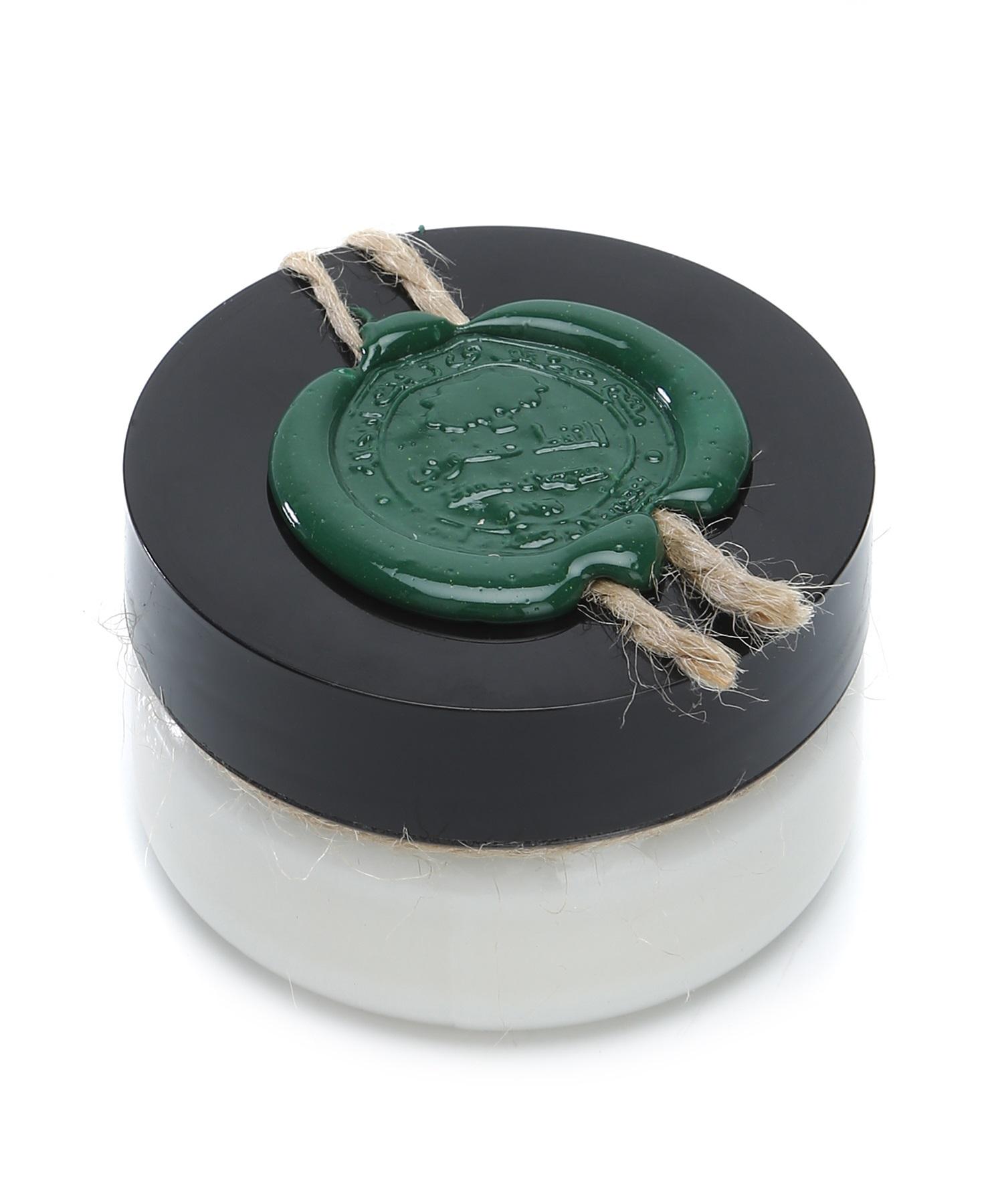 Huilargan Алоэ вера масло, 100% органическое, 50 гFS-00897Алоэ вера издревле известен своими бактерицидными, регенерирующими, увлажняющими и омолаживающими свойствами: ? хорошо увлажняет и помогает быстро устранить сухость кожи, вызванную экземой, псориазом, розацеей, солнечными ожогами, обветриванием; ? питает, смягчает, успокаивает кожу; ? освежает и омолаживает кожу; ? способствует заживлению и восстановлению кожного покрова; ? помогает при акне, ожогах, порезах, ссадинах; ? сглаживает неровности и повышает эластичность кожи; ? регенерирует; ? снимает зуд при укусах насекомых и аллергиях; ? устраняет проявления псориаза. Показания к применению: ? сухая, утомленная, не эластичная кожа; ? зрелая, возрастная кожа; ? поврежденная кожа.Применение: ? в чистом виде или в смеси с другими растительными и эфирным маслами; ? для ежедневного ухода за лицом и телом; ? в качестве хорошей основы для приготовления кремов, молочка, сливок, сывороток и других косметических средств; ? замечательное массажное масло; Противопоказания: возможна индивидуальная непереносимость органического масла.