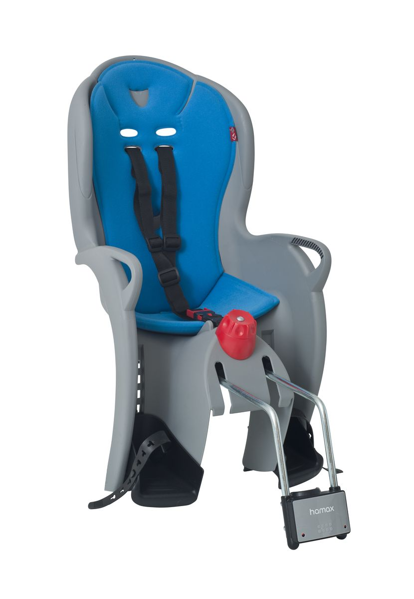 Детское кресло Hamax Sleepy, цвет: серый, синий100107Отличительные особенности Hamax SLEEPY: функция регулировки угла наклона для комфортного отдыха и сна ребенкаи замок фиксации кресла на велосипеде.Функция сонСпальная функция данного кресла позволяет осуществить наклон назад (до 12,5 °) для более комфортного и удобного положения ребенка во время отдыха / или сна. Невероятный комфортДополнительные мягкие пряжки фиксации ребенка в кресле очень легкие и комфортные, но при этом обеспечивают надежную фиксацию ребенка в велокресле, позволяя при необходимости совершать резкие маневры и торможения. Эргономика велокресла рассчитана так что спинка кресла не будет мешать голове ребенка в моменты когда он хочет откинуться назад кресла в шлеме.Механизмы регулировки застежек позволяют комфортно отрегулировать их вместе с ростом ребенка. Детское сиденье для велосипеда очень легко крепится и освобождается от велосипеда. Приобретая дополнительный кронштейн, вы можете легко переставлять детское сиденье с одного велосипеда на другой. * Регулировка наклона спинки / спальной позиции (12,5°) * Проработанная эргономика кресла для максимально комфортной посадки. * 3-точечные ремни безопасности с дополнительным кронштейном для фиксации в районе груди, и обеспечения ребенку безопасной и удобной посадки. * Специальная конструкция пряжек ремней безопасности/фиксации для предотвращения саморастегвания ребенка. * Простое в использование, полностью соответствующее всем Европейским стандартам безопасности. * Возможность установить на любом велосипеде как с багажником, так и без. * Предназначено для детей в возрасте старше 9 месяцев и весом до 22 кг. * Регулируемый ремень безопасности и подножки. * Детское велосиденье благодаря удобному и надежному замку фиксации легко ставиться и снимается с велосипеда. * Несущие дуги крепления велокресла обеспечивает отличную амортизацию. * Подходит для подседельных труб рамы велосипеда диаметром от 28 до 40 мм. (круглые и овальные) * Система крепления велокрес