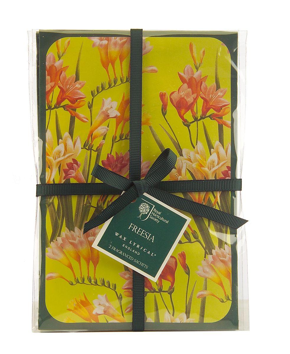 Набор ароматических саше Wax Lyrical Цветущая фрезия, 45 г, 2 штRH5612Набор ароматических саше Wax Lyrical Цветущая фрезия имеет нежный сенсорный цветочный аромат с тонким аккордом свежесорванных листьев, сочетает в себе ноты фрезии, гардении и орхидеи, рождая чистый и женственный аромат. В комплект входят 2 саше.