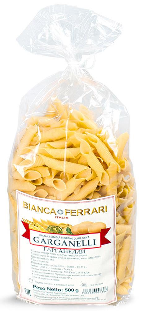 Bianca Ferrari Гарганелли паста яичная, 500 г0120710Bianca Ferrari Гарганелли - разновидность короткой сухой пасты из яичного теста. Интересен способ изготовления в ручном варианте. Тесто разрезают на небольшие квадратики, по каждому из которых прокатывают трубочку, оборачивая тесто вокруг. Этим объясняется такая необычная, причудливая форма. Подают с мясными, овощными блюдами, с морепродуктами а также с всевозможными соусами.
