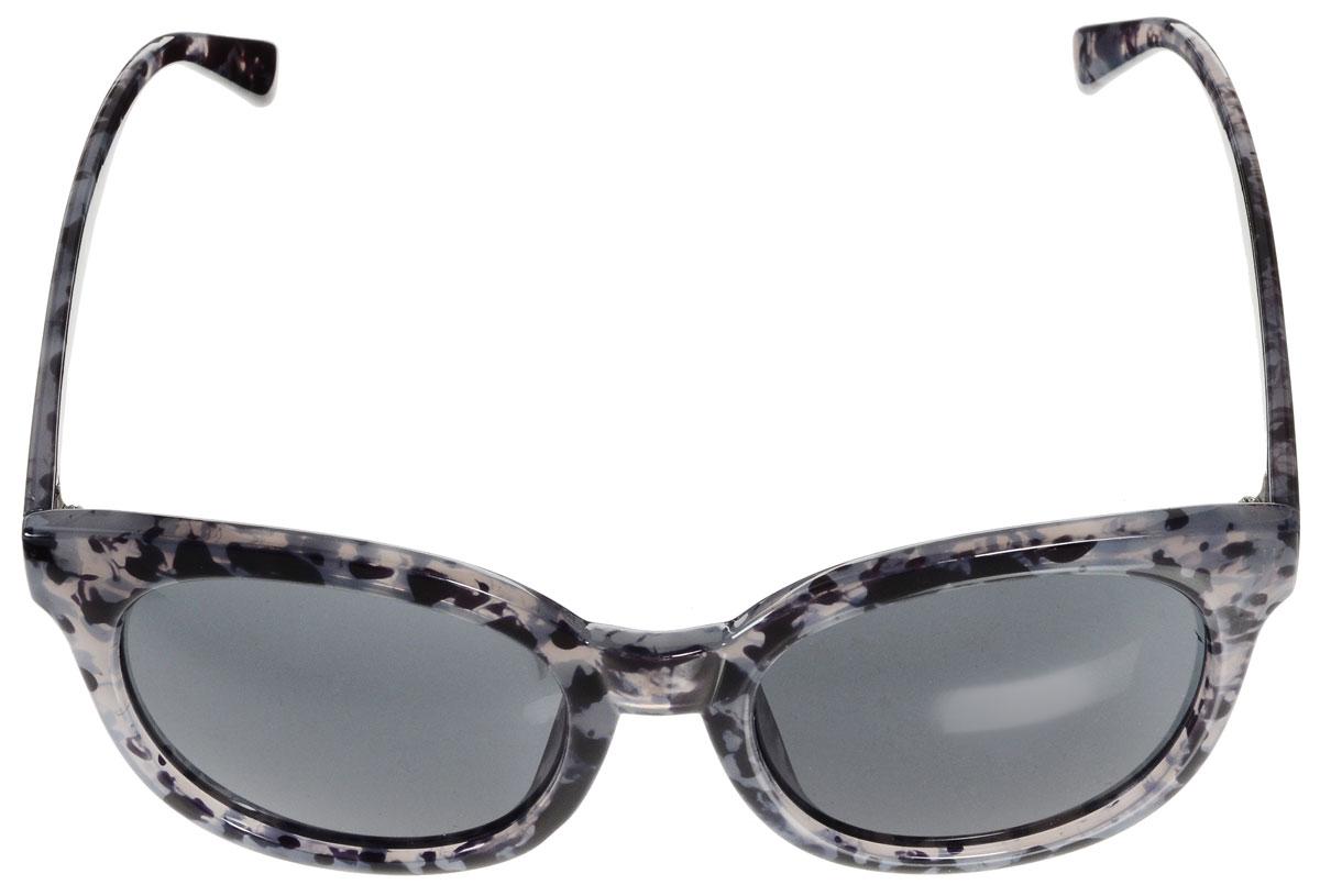 Очки солнцезащитные женские Vitacci, цвет: черный, серый. H108INT-06501Стильные солнцезащитные очки Vitacci выполнены из высококачественного пластика.Линзы данных очков имеют степень затемнения С6, а также обладают высокоэффективным поляризационным покрытием со степенью защиты от ультрафиолетового излучения UV400. Используемый пластик не искажает изображение, не подвержен нагреванию и вредному воздействию солнечных лучей. Пластиковая оправа очков легкая, прилегающей формы и поэтому обеспечивает максимальный комфорт. Оправа оформлена оригинальным принтом.Такие очки защитят глаза от ультрафиолетовых лучей, подчеркнут вашу индивидуальность и сделают ваш образ завершенным.