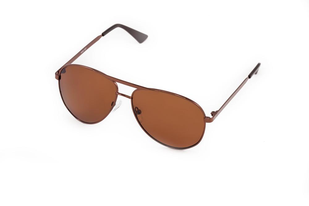 Очки солнцезащитные Mitya Veselkov, цвет: коричневый. MSK-1307BM8434-58AEСтильные солнцезащитные очки Mitya Veselkov выполнены из металла и высококачественного пластика.Линзы очков обладают поляризационным покрытием, которое обеспечивает зрительный комфорт. Используемый пластик не искажает изображение, не подвержен нагреванию и вредному воздействию солнечных лучей. Оправа очков легкая, прилегающей формы, дополнена носоупорами и поэтому обеспечивает максимальный комфорт.Такие очки защитят глаза от ультрафиолетовых лучей, подчеркнут вашу индивидуальность и сделают ваш образ завершенным.