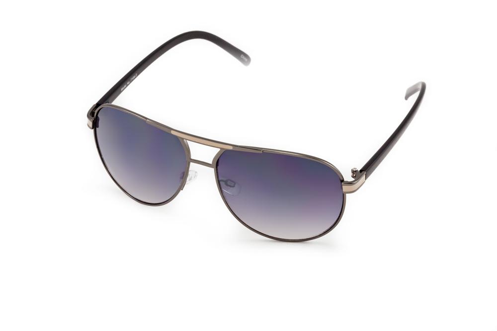 Очки солнцезащитные Mitya Veselkov, цвет: черный. MSK-1704-2BM8434-58AEСтильные солнцезащитные очки Mitya Veselkov выполнены из металла и высококачественного пластика.Линзы очков обладают поляризационным покрытием, которое обеспечивает зрительный комфорт. Используемый пластик не искажает изображение, не подвержен нагреванию и вредному воздействию солнечных лучей. Оправа очков легкая, прилегающей формы, дополнена носоупорами и поэтому обеспечивает максимальный комфорт.Такие очки защитят глаза от ультрафиолетовых лучей, подчеркнут вашу индивидуальность и сделают ваш образ завершенным.