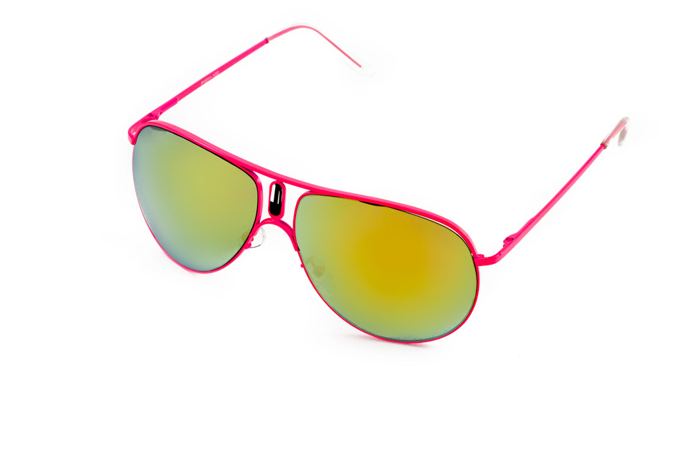 Очки солнцезащитные Mitya Veselkov, цвет: розовый, желтый. P1011-120PMINT-06501Стильные солнцезащитные очки Mitya Veselkov выполнены из металла и высококачественного пластика.Линзы данных очков дополнены зеркальным покрытием. Используемый пластик не искажает изображение, не подвержен нагреванию и вредному воздействию солнечных лучей. Оправа очков легкая, прилегающей формы, дополнена носоупорами и поэтому обеспечивает максимальный комфорт.Такие очки защитят глаза от ультрафиолетовых лучей, подчеркнут вашу индивидуальность и сделают ваш образ завершенным.
