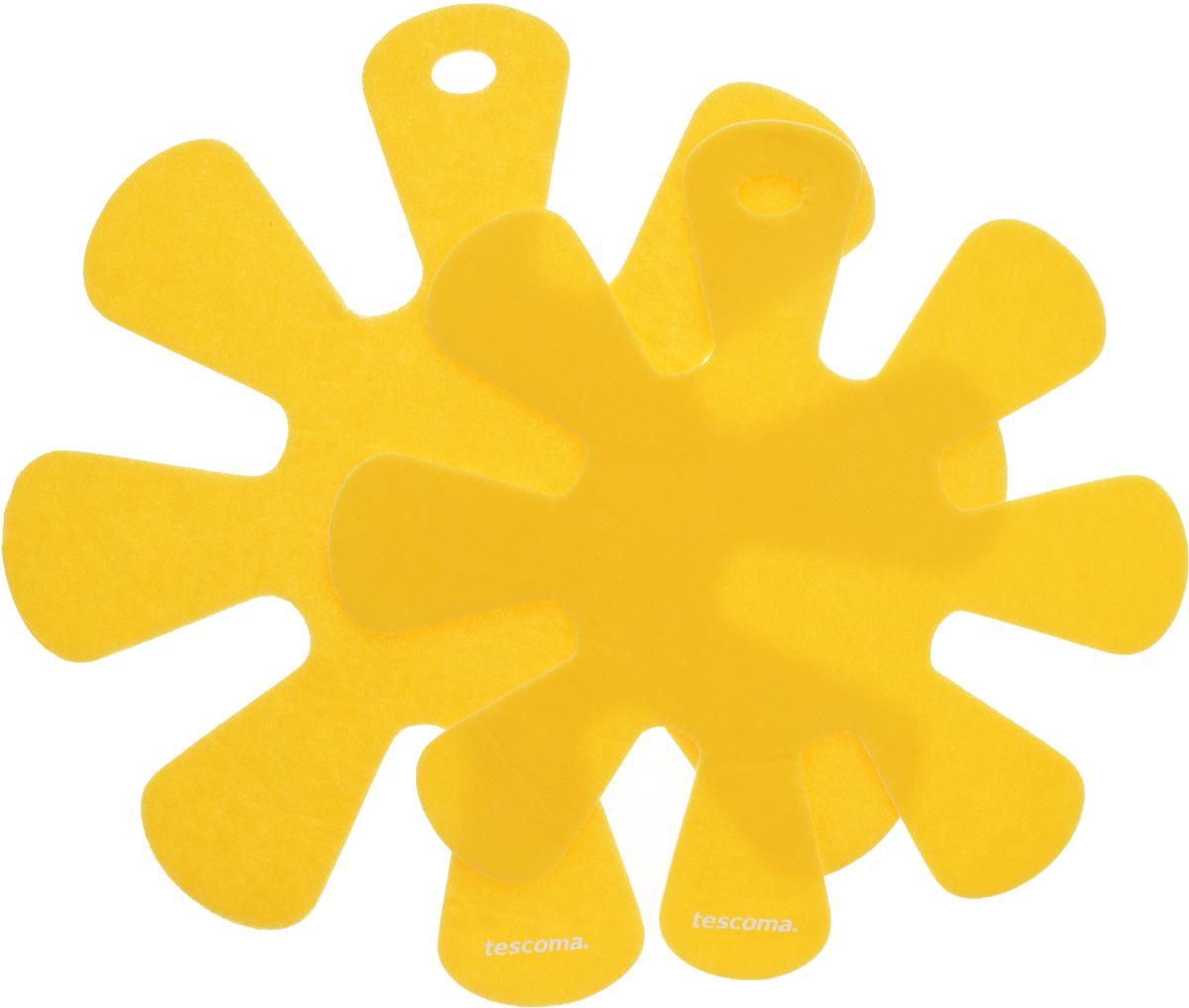 Протектор для хранения посуды Tescoma Presto, цвет: желтый, 2 шт. 42088454 009312Протекторы для хранения посуды Tescoma Presto выполнены из прочной синтетической ткани. Они используются для защиты посуды с антипригарным покрытием при хранении на кухне. Подходят для посуды диаметром от 24 до 32 см и от 18 до 24 см. Нельзя использовать для горячей или неочищенной посуды.Не использовать в качестве подставки под горячее.Не использовать в посудомоечной машине.Рекомендуется обычная стирка при 40°С.Диаметр большого протектора: 38 см.Диаметр малого протектора: 32,5 см.