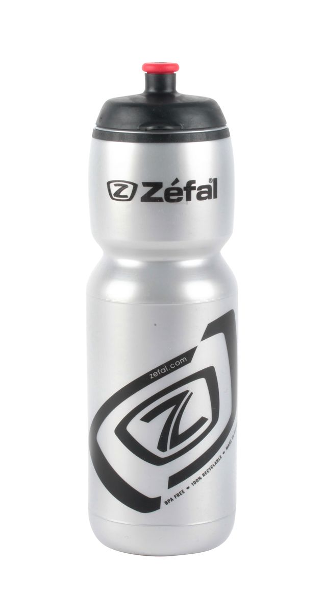 Фляга велосипедная Zefal Premier 75, цвет: серебристый, 750 мл. 160S7292Велосипедная фляга Zefal Premier 75 - изготовлена из пищевого полимера (без использования бисфенола и ПВХ). Вы можете без труда ее установить на велосипед (держатель для фляги приобретается отдельно). Делайте большие глотки благодаря клапану с сильной струей и наполняйте фляжку с помощью большой винтовой крышки. Zefal – старейший французский производитель велосипедных аксессуаров премиального качества, основанный в 1880 году, является номером один на французском рынке велосипедных аксессуаров. ОСОБЕННОСТИ: - Фляга изготовлена из пищевого полимера - Крышка с защитным клапаном