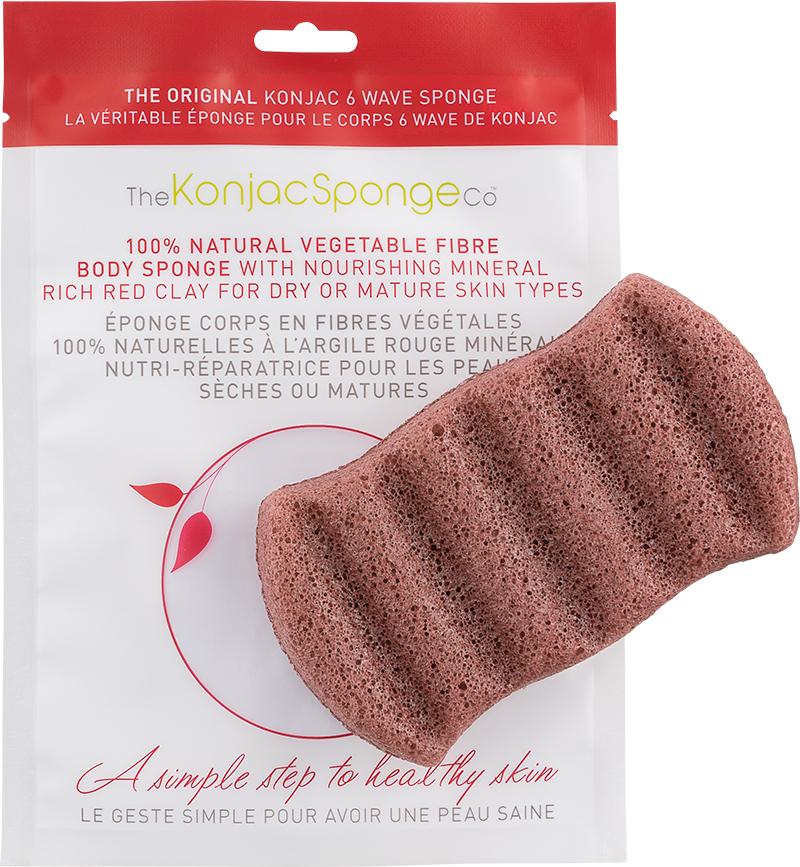 The Konjac Sponge Co Спонж для мытья тела 6 Wave Body - Red Clay5010777142037Полностью натуральный спонж из растительной клетчатки для мытья тела (с добавлением французской красной глины для ухода за сухой и зрелой кожей). Не содержит химикатов, красителей, аллергенов. На 100% биоразлагаемый. Используется во влажном состоянии. Длина – ок. 13,5 см (без учета упаковки). Способ применения: Перед употреблением тщательно промойте и дайте спонжу Конняку впитать воду. Аккуратно отожмите спонж от лишней воды и нежно очищайте кожу. Массируйте круговыми движениями. Спонж Конняку нежно отшелушивает кожу, очищает и освежает ее. Нет необходимости использовать очищающие средства, но при желании можете добавить немного любимого средства. Спонж Конняку усиливает эффект очищающих средств. Состав: Растительная клетчатка, французская красная глина.