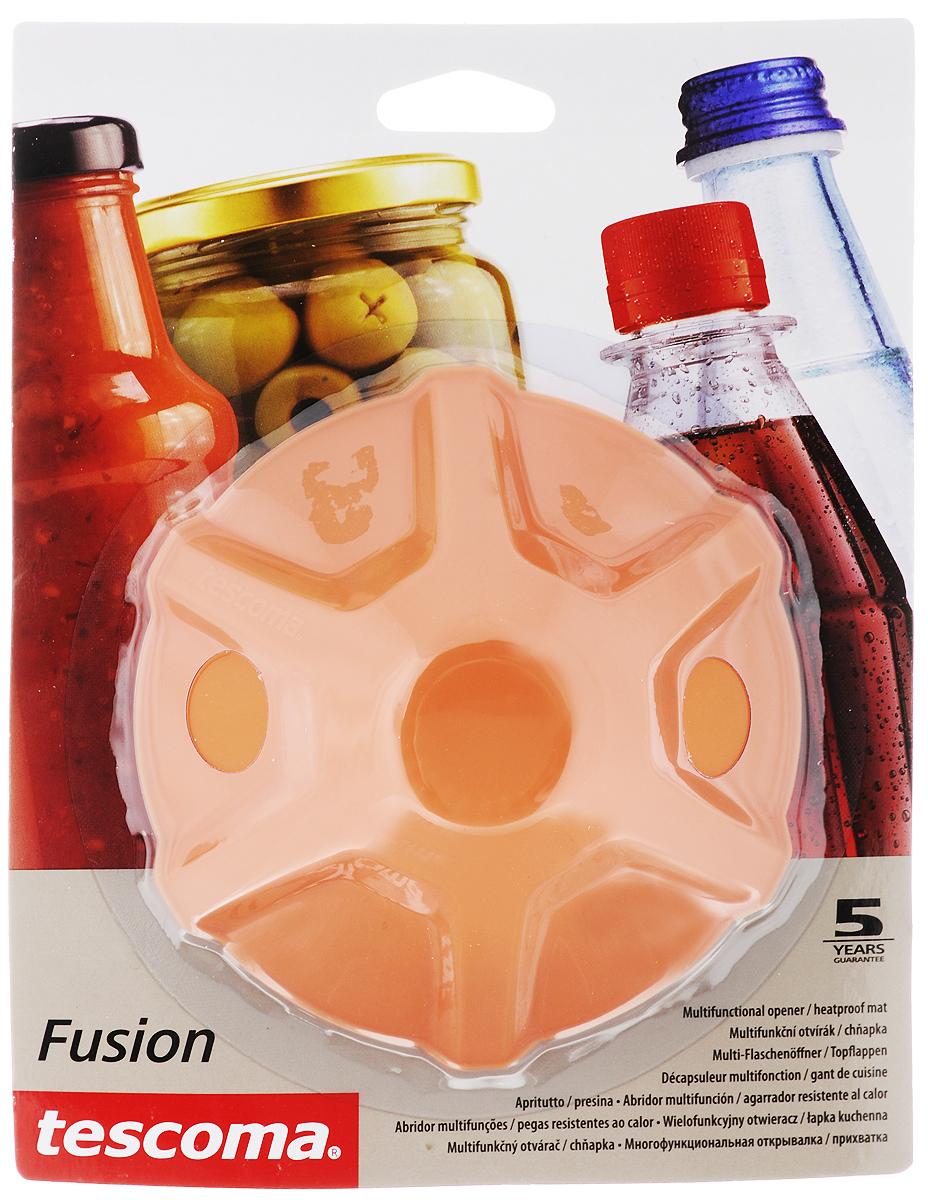 Прихватка-открывалка Tescoma Fusion, цвет: оранжевыйVT-1520(SR)Многофункциональная прихватка-открывалка Tescoma Fusion, выполненная из высококачественного силикона, подходит для открывания всех видов бутылок и сосудов с винтовыми крышками с диаметром до 10 см, от ПЭТ-бутылок до банок. Изделие отлично подходит в качестве термостойкой кухонной прихватки при манипуляции с горячими кастрюлями и сковородками. Можно мыть в посудомоечной машине. Диаметр: 13 см.