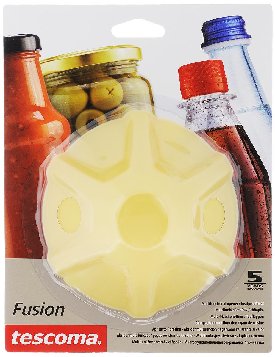Прихватка-открывалка Tescoma Fusion, цвет: желтыйSVC-300Многофункциональная прихватка-открывалка Tescoma Fusion, выполненная из высококачественного силикона, подходит для открывания всех видов бутылок и сосудов с винтовыми крышками с диаметром до 10 см, от ПЭТ-бутылок до банок. Изделие отлично подходит в качестве термостойкой кухонной прихватки при манипуляции с горячими кастрюлями и сковородками. Можно мыть в посудомоечной машине. Диаметр: 13 см.