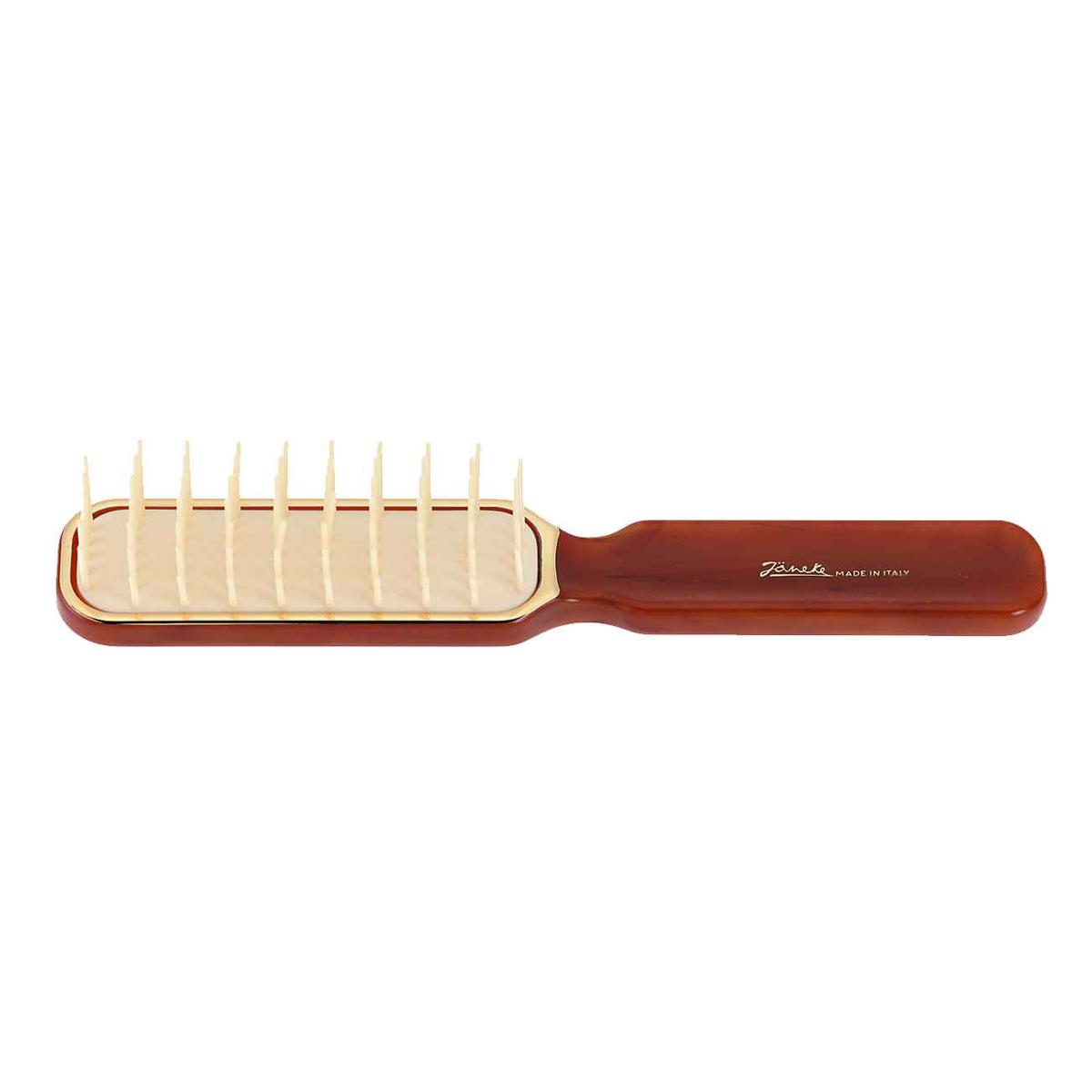 Janeke Щетка массажная, SP06 DBL.Satin Hair 7 BR730MNМарка Janeke – мировой лидер по производству расчесок, щеток, маникюрных принадлежностей, зеркал и косметичек. Марка Janeke, основанная в 1830 году, вот уже почти 180 лет поддерживает непревзойденное качество своей продукции, сочетая новейшие технологии с традициями старых миланских мастеров. Все изделия на 80% производятся вручную, а инновационные технологии и современные материалы делают продукцию марки поистине уникальной. Стильный и эргономичный дизайн, яркие цветовые решения – все это приносит истинное удовольствие от использования аксессуаров Janeke. Пластиковая линия из высококачественного сырья, большое разнообразие моделей и цветов, кончик расчески специально закруглен, чтобы предотвратить разрыв волоса