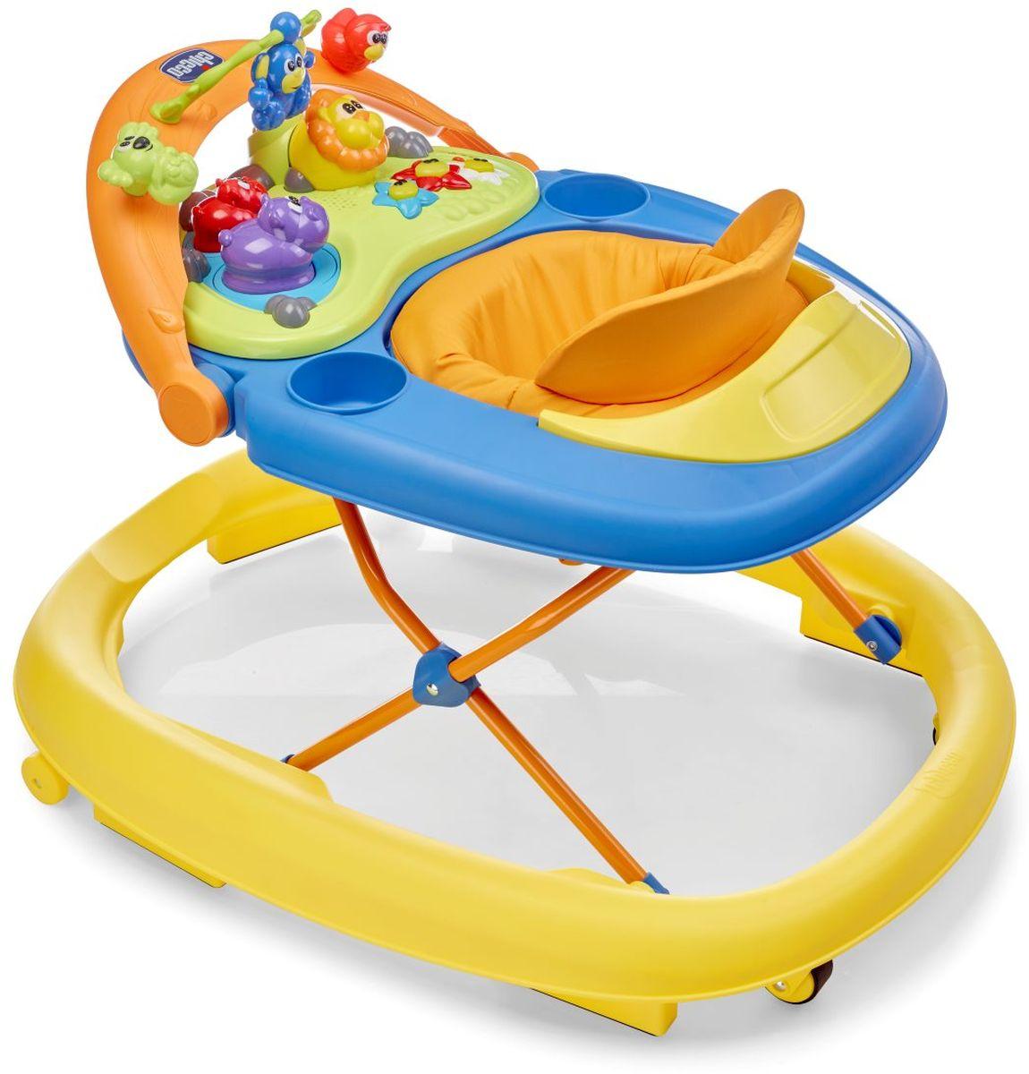 Высота ходунков Chicco может быть отрегулирована по мере роста ребенка. Ходунки оснащены панелью для игр, которая помогает развивать зрительные и слуховые навыки ребенка, а также координацию рук. Они оснащены двумя задними колесами, двумя передними поворотными колесами, а также шестью нескользящими тормозами, соответствующими применимым европейским нормам безопасности и предохраняющими от случайных падений с лестниц.