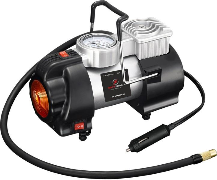 Компрессор автомобильный Skybear. 21103080503Автомобильный компрессор Skybear предназначен для быстрого накачивания шин автомобилей, резиновых лодок, мячей, матрацев и других резиновых изделий. Корпус выполнен из прочного металла. Изделие оснащено фонарем, имеющим 2 режима: освещения и аварийной сигнализации. Компрессор оборудован точным манометром. Работает от прикуривателя автомобиля.В комплекте набор адаптеров и сумка для переноски и хранения.Напряжение: 12 В.Максимальное давление: 10 Атм/150 PSI.