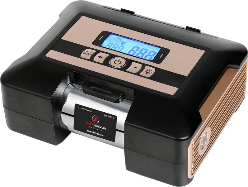 Компрессор автомобильный Skybear, электронныйAL-300Автомобильный электронный компрессор Skybear предназначен для быстрого накачивания шин автомобилей, резиновых лодок, мячей, матрацев и других резиновых изделий. Корпус выполнен из прочного металла и пластика. Компрессор оборудован электронным дисплеем, упрощающим работу с изделием. Работает от прикуривателя автомобиля.В комплекте 2 адаптера и сумка.Напряжение: 12 В.Максимальное давление: 10 Атм/150 PSI.