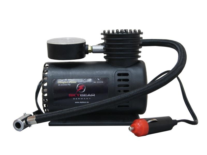 Компрессор автомобильный Skybear. 212010AL-350Автомобильный компрессор Skybear предназначен для быстрого накачивания шин автомобилей, резиновых лодок, мячей, матрацев и других резиновых изделий. Корпус выполнен из прочного металла. Компрессор оборудован точным манометром. Работает от прикуривателя автомобиля.Напряжение: 12 В.Диаметр цилиндра: 16 мм.Максимальное давление: 20 Атм/300 PSI.
