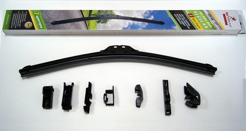 Щетка стеклоочистителя Skybear Regular, бескаркасная, 42,5 см, 1 шт702170Бескаркасная щетка стеклоочистителя Skybear Regular прекрасно очищает в любую погоду. Резинка выполнена на основе натурального каучука. Щетка имеет аэродинамический дизайн. Подходит к 95% автомобилей.В комплекте 7 адаптеров.