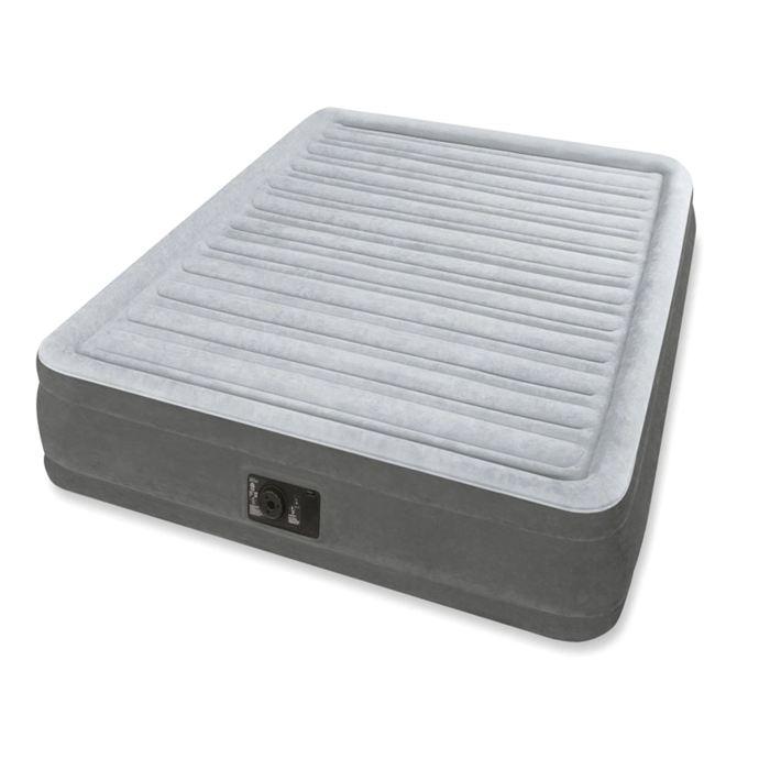 Кровать надувнаяIntex Comfort-Plush Queen 152х203х46 см, цвет: серый. 64414KOC-H19-LEDНадувная кровать - отличная альтернатива стационарному спальному месту. Comfort-Plush Queen проста в использовании. Все, что нужно – вставить вилку в розетку, нажать одну кнопку и можете идти и пить чай, когда вы закончите, кровать будет готова.Эта модель принимает форму тела и надежно поддерживает спящего. Верхнее покрытие, похоже на флок, очень приятное на ощупь. Кроме того, оно препятствует соскальзыванию простыни с кровати. Comfort-Plush Queen подойдет для комфортного сна двух человек.Кровать надувная Comfort-Plush Queen 152х203х46 см, с встроеным насосом 220V