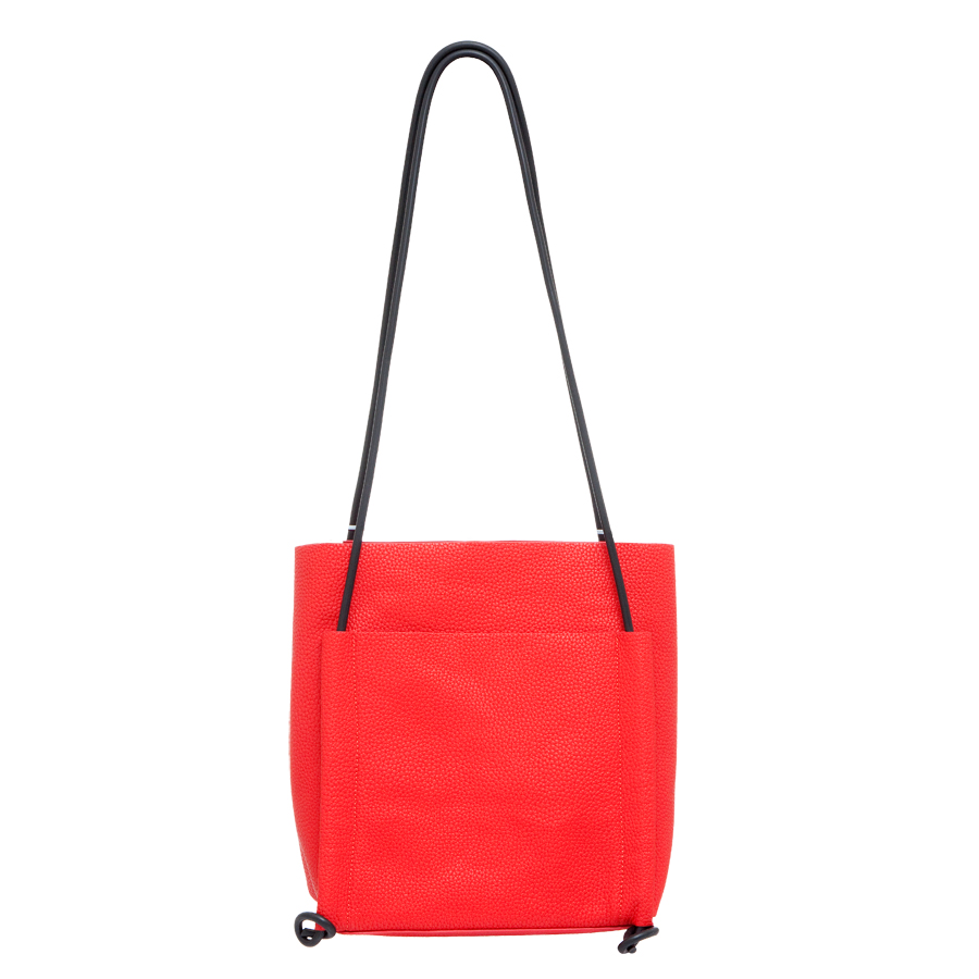 Сумка женская OrsOro, цвет: красный. D-220/13ML597BUL/DПрактичная сумка OrsOro выполнена из искусственной кожи с зернистой фактурой. Внутренний объем позволяет вместить в аксессуар все необходимое. Модель имеет одно основное отделение и одно съемное, которое закрывается на застежку-молнию и может использоваться как самостоятельная сумочка-косметичка. Внутри съемного отделения имеется прорезной кармашек на застежке-молнии и накладной карман для телефона и разных мелочей. Снаружи сумка оснащена накладными карманами - на передней и задней сторонах. Лаконичный цвет и простая форма помогут этой сумочке вписаться даже в самый сложный и продуманный гардероб.