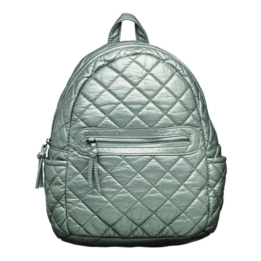 Рюкзак женский OrsOro, цвет: серебро. D-253/471069с-2Стильный рюкзак OrsOro, выполнен из экокожи и оснащен двумя плечевыми регулируемыми ремнями на спинке и удобной ручкой для переноски. Изделие закрывается на застежку-молнию, внутри имеет одно вместительное отделение с одним накладным карманом для телефона и мелочей и одним прорезным карманом на застежке-молнии. С тыльной стороны изделия имеется прорезной карман на застежке-молнии. Рюкзак оснащен также передним накладным карманом на молнии и двумя боковыми карманами для мелочей.Сумка-рюкзак OrsOro - это выбор молодой, уверенной, стильной женщины, которая ценит качество и комфорт. Изделие станет изысканным дополнением к вашему образу.