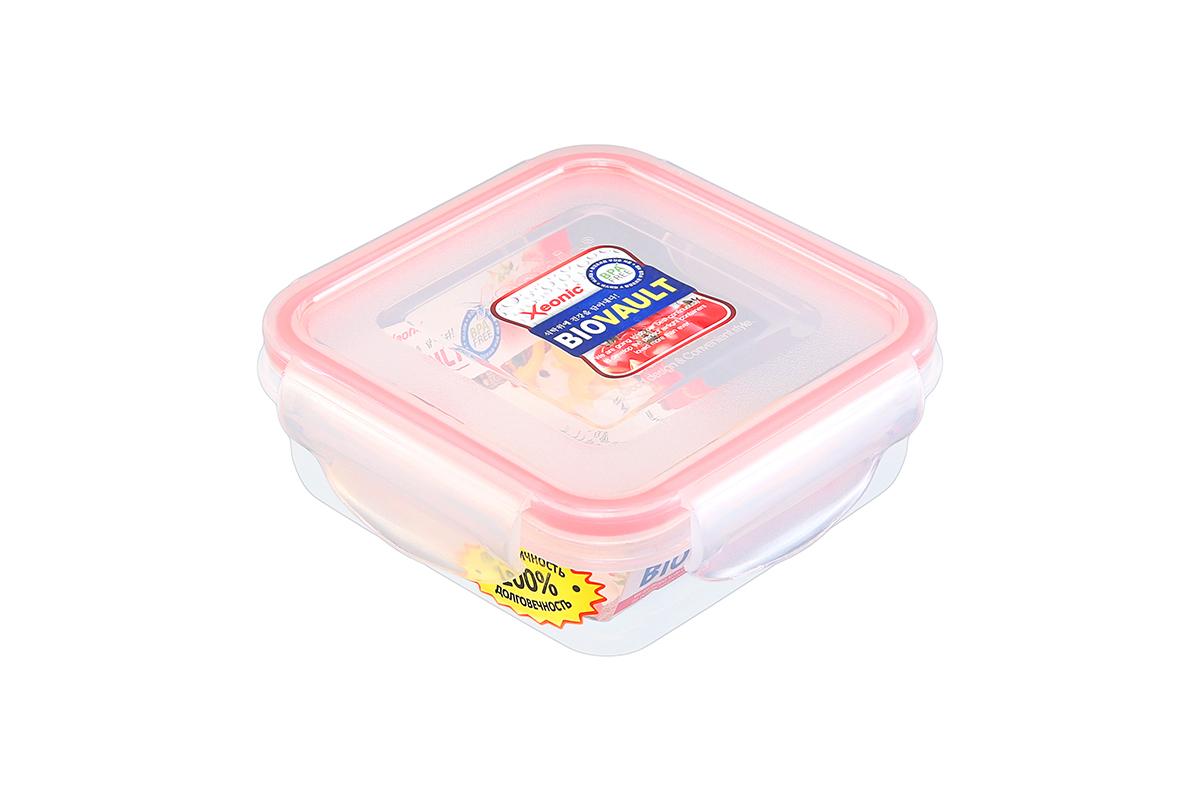 Контейнер пищевой Xeonic, квадратный, цвет: прозрачный, красный, 270 мл. 810062810062Контейнер Xeonic, изготовленный из высококачественного полипропилена, предназначен для хранения любых пищевых продуктов. Крышка с силиконовой вставкой герметично защелкивается специальным механизмом. На крышке расположена удобная ручка для переноски.Изделие устойчиво к воздействию масел и жиров, не впитывает запах. Прозрачные стенки позволяют видеть содержимое. Контейнер Xeonic удобен для ежедневного использования в быту, долговечен, легко открывается и закрывается, не занимает много места.Можно мыть в посудомоечной машине, использовать в микроволновой печи и морозильной камере.