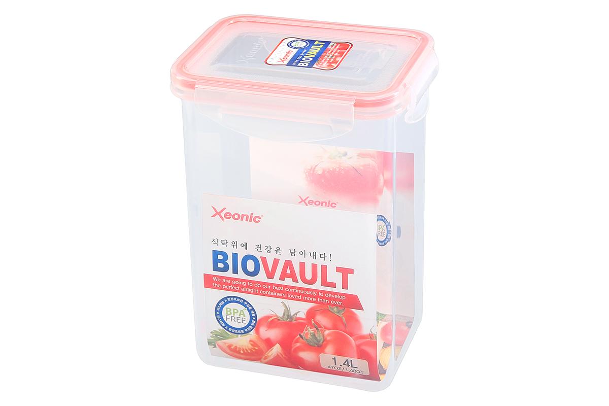 Контейнер пищевой Xeonic, прямоугольный, цвет: прозрачный, красный, 1,4 л. 81007121395599Пластиковые герметичные контейнеры для хранения продуктов Xeonic произведены из высококачественных материалов, имеют 100% герметичность, термоустойчивы, могут быть использованы в микроволновой печи и в морозильной камере, устойчивы к воздействию масел и жиров, не впитывают запах. Удобны в использовании, долговечны, легко открываются и закрываются, не занимают много места, можно мыть в посудомоечной машине. Размеры контейнера: 13,5 х 10 х 18,5 см.
