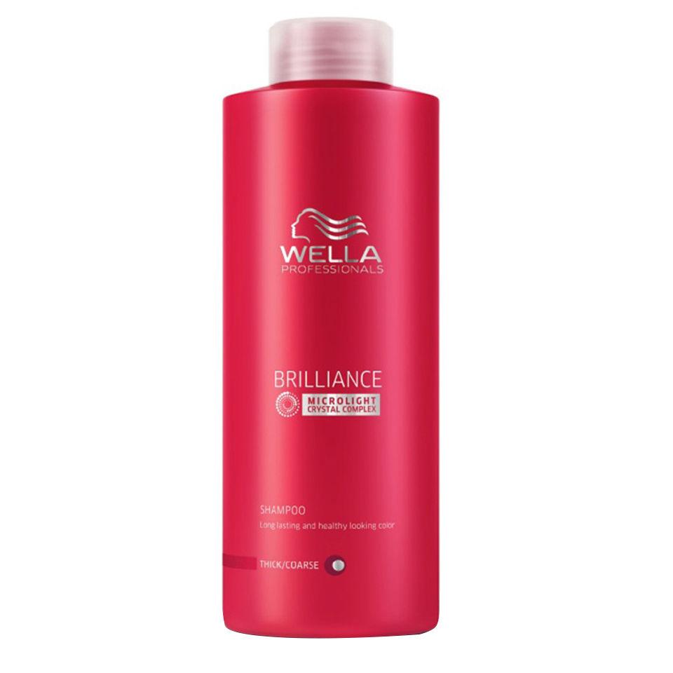 Wella Шампунь Brilliance Line для окрашенных жестких волос, 1000 млMP59.4DДля придания мягкости и сияющего блеска окрашенным жестким волосам, а также для защиты цвета от вымывания используйте Шампунь Wella линии Brilliance Professionals для окрашенных жестких волос.Средство имеет в своем составе бриллиантовую пыльцу, которая придает волосам мягкость и шелковистость. Благодаря уникальной формуле, надолго сохраняется стойкость цвета. За счет воздушной кремовой текстуры шампунь легко распределяется по волосам, обволакивает и защищает каждый волос, делает их более гладкими и мягкими.Результат использования: шампунь придает вашим локонам мягкость и сияющую яркость цвета, делает их более блестящими и послушными.