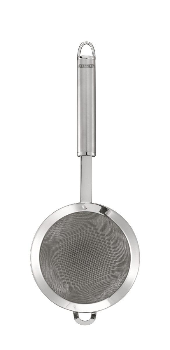 Сито Sterling. Диаметр 11 см115510Сито Sterling, выполненное из высококачественной нержавеющей стали, станет незаменимым аксессуаром на Вашей кухне.Сито имеет удобную ручку с матированной поверхностью и снабжено небольшим крючком и петлей на ручке, благодаря которой сито можно подвесить в удобном месте.Такое сито станет достойным дополнением к кухонному инвентарю. Характеристики: Диаметр сита: 11 см. Длина ручки: 16,5 см. Материал:нержавеющая сталь. Производитель:Германия. Изготовитель:Китай. Артикул:24065.Немецкий концерн Leifheit (Лайфхайт) - ведущий европейский производитель предметов домашнего обихода и кухонных принадлежностей. Leifheit - это оригинальные разработки, современный дизайн и гарантированное качество товара.Продукция Leifheit: неэлектрические бытовые приборы и предметы домашнего обихода, кухонные принадлежности, термосы, сушки для белья напольные и настенные, гладильные доски, покрытия для гладильных досок, щетки для чистки одежды и многое другое.