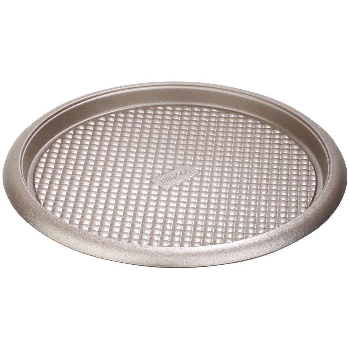 Форма для выпечки Nadoba Rada, с антипригарным покрытием, диаметр 34 смКФ-10.000Форма Nadoba Rada изготовлена из высококачественной углеродистой стали с антипригарным покрытием Quantum и рельефным дном, что обеспечивает равномерное распределение тепла и предотвращение прилипания к стенкам посуды. Форма Nadoba Rada идеально подходит для выпечки пирогов и пиццы. Подходит для использования в духовом шкафу.Рабочая температура: до +230°С.Диаметр формы: 34 см.Высота формы: 2,5 см.