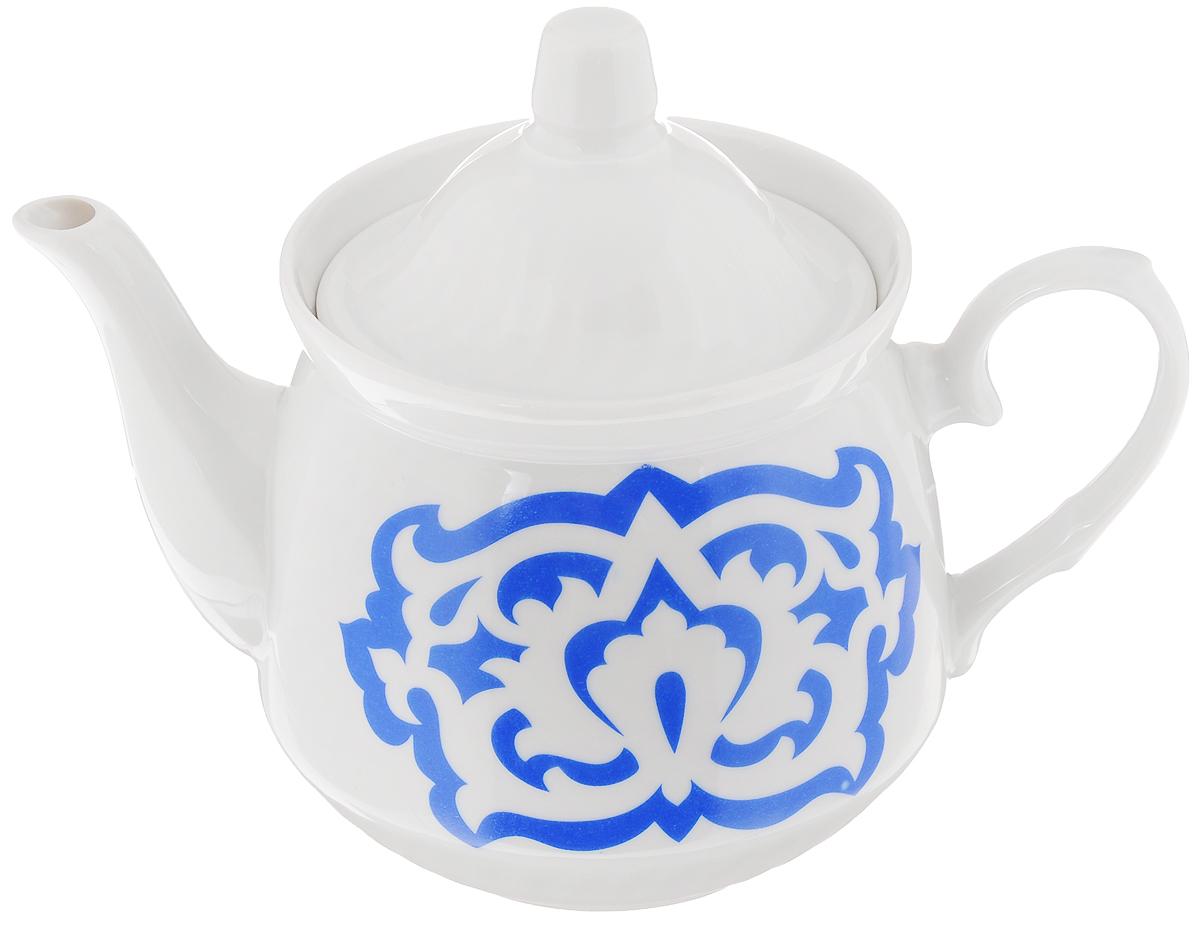 Чайник заварочный Кирмаш. Азия, цвет: белый, синий, 550 млVT-1520(SR)Заварочный чайник Кирмаш. Азия изготовлен из высококачественного фарфора. Посудаоформлена ярким рисунком. Такой чайник идеально подойдет для заваривания чая. Он хорошо держит температуру, что способствует более полному раскрытию цвета, аромата и вкуса чайного букета. Изделие прекрасно дополнит сервировку стола к чаепитию и станет его неизменным атрибутом.Объем: 550 мл. Диаметр (по верхнему краю): 9,6 см. Диаметр основания: 6,2 см.Высота чайника (без учета крышки): 10 см.