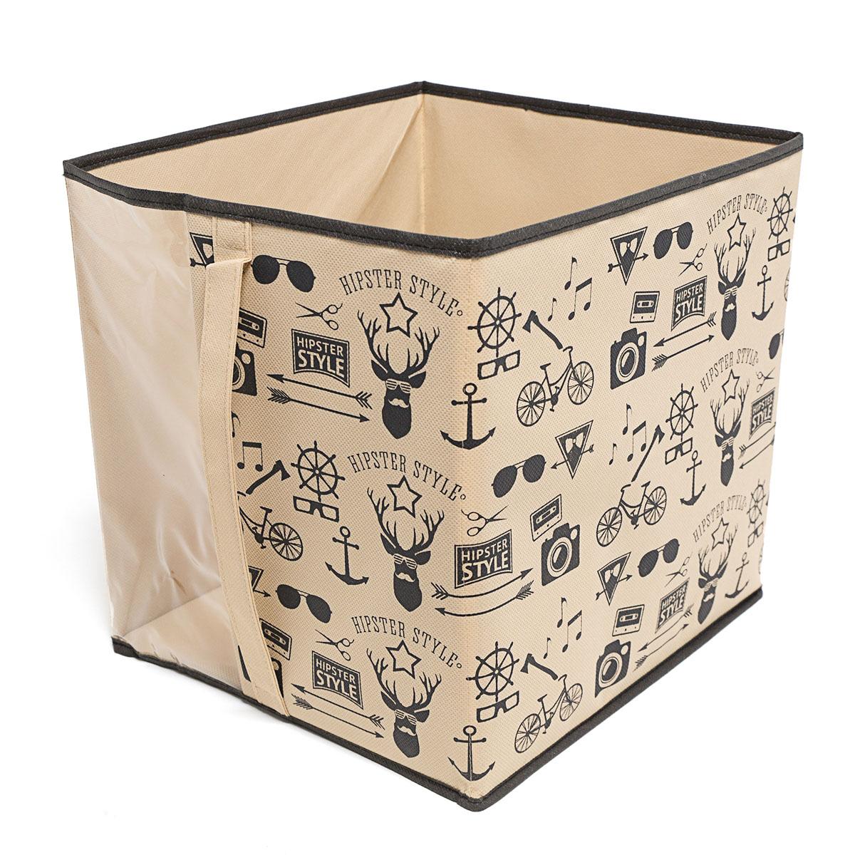 Кофр для хранения Homsu Hipster Style, 30 х 33 х 32 смБрелок для ключейКофр для хранения Homsu Hipster Style изготовлен из высококачественного нетканого полотна и декорирован красочным изображением. Кофр имеет одно большое отделение, где вы можете хранить различные бытовые вещи, нижнее белье, одежду и многое другое. Вставки из картона обеспечивают прочность конструкции. Стильный принт, модный цвет и качество исполнения сделают такой кофр незаменимым для хранения ваших вещей.