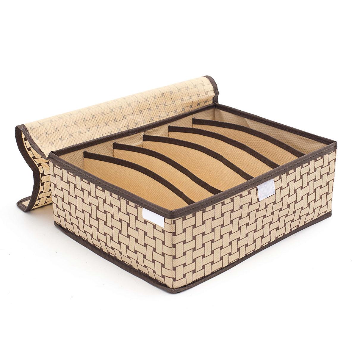 Органайзер для хранения вещей Homsu Pletenka, с крышкой, 6 секций, 31 х 24 х 11 см28907 4Компактный органайзер Homsu Pletenka изготовлен из высококачественного полиэстера, который обеспечивает естественную вентиляцию. Материал позволяет воздуху свободно проникать внутрь, но не пропускает пыль. Органайзер отлично держит форму, благодаря вставкам из плотного картона. Изделие имеет 6 квадратных секций для хранения нижнего белья, колготок, носков и другой одежды. Закрывается крышкой на молнии. Такой органайзер позволит вам хранить вещи компактно и удобно, а оригинальный дизайн сделает вашу гардеробную красивой и невероятно стильной.