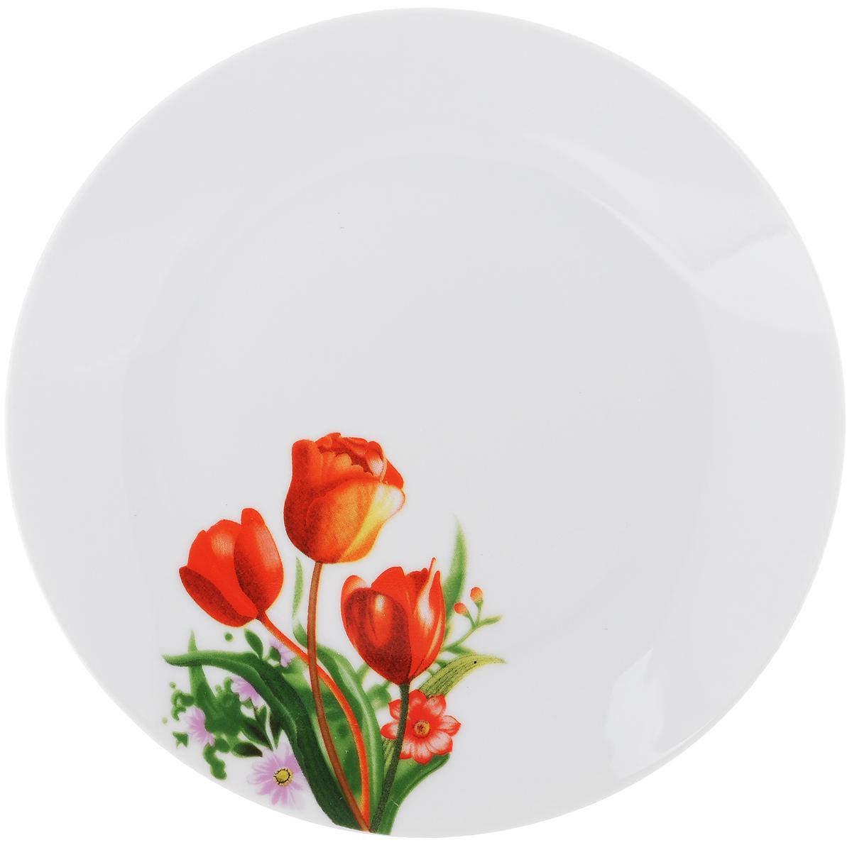 Тарелка десертная Тюльпаны, диаметр 20 см115510Десертная тарелка Доляна Тюльпаны изготовлена из высококачественной керамики и имеет изысканный внешний вид. Такая тарелка прекрасно подходит как для торжественных случаев, так и для повседневного использования. Идеальна для подачи десертов, пирожных, тортов и многого другого. Она прекрасно оформит стол и станет отличным дополнением к вашей коллекции кухонной посуды. Диаметр тарелки (по верхнему краю): 20 см.Высота тарелки: 2 см.