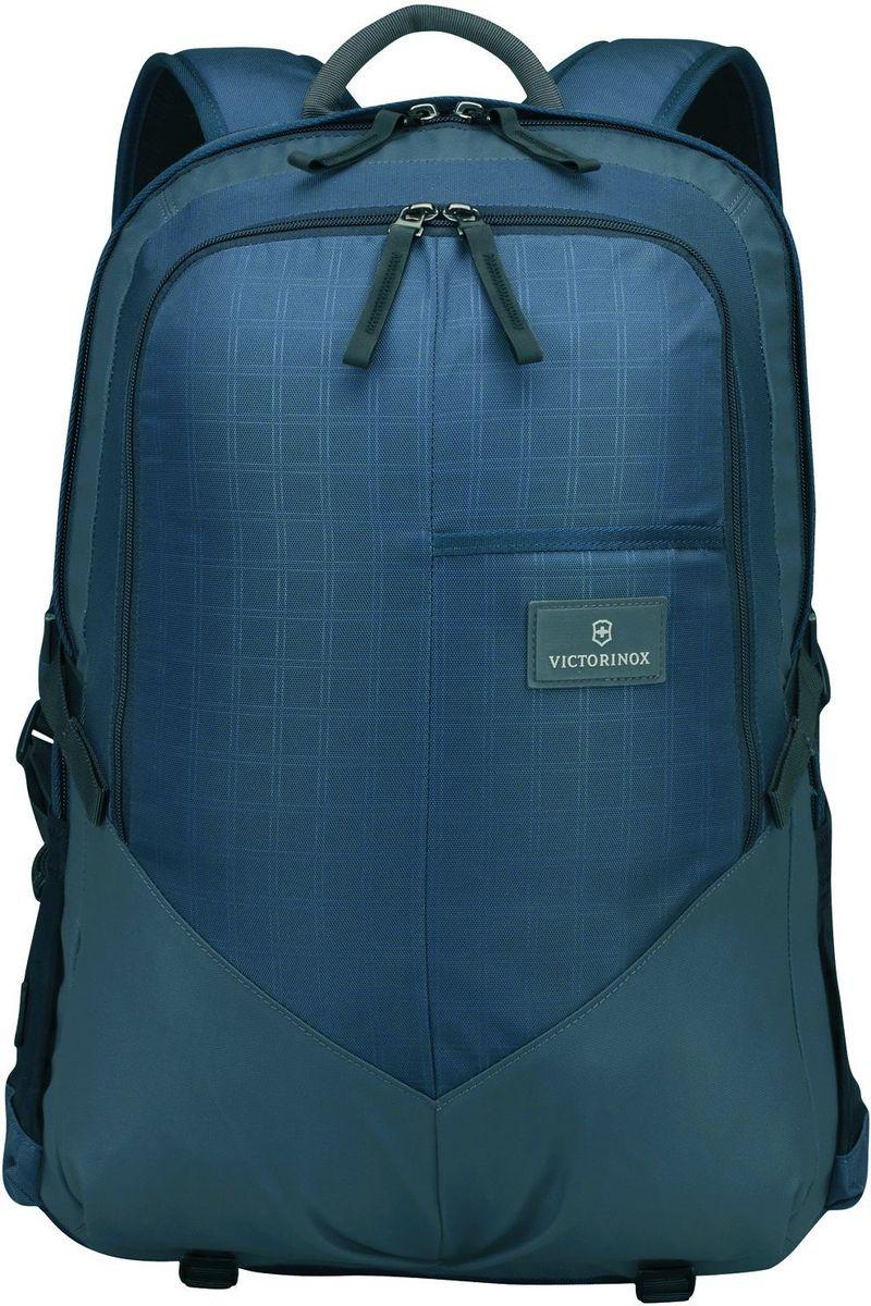 Рюкзак Victorinox Altmont3.0, Deluxe Backpack 17, цвет: синий. 3238800932388009Оригинальный швейцарский армейский нож «Swiss Army» был создан в 1897 году в небольшой деревушке Ибах в Швейцарии.С тех пор продукция,выпускаемая под маркой «Victorinox» с ее узнаваемым логотипом в виде креста на щите,по праву считается эталоном отличного качества,высокой функциональности,инновационных технологий и культового дизайна.Наша преданность принципам в течение последних 130 лет позволила нам создавать продукты,которые являются выдающимися не только по дизайну и качеству,но которые также являются надежными спутниками в больших и маленьких жизненных приключениях.Сегодня мы с гордостью представляем линейку сумок,чемоданов и дорожных аксессуаров,которые наилучшим образом воплощают в себе данные принципы,а также сочетают в себе черты нашего лучшего классического стиля.Индивидуальность-это то,что отличает вас от любого другого человека,с которым вы сталкиваетесь на улице,в поезде,с которым вы общаетесь в городе.Каждый день вашей жизни — это уникальный опыт,который никогда больше не повторится.Коллекция Altmont 3.0 создавалась с расчетом на индивидуальность.Неважно носите ли вы рюкзак,сумку-мессенджер или повседневную сумку — в коллекции Altmont 3.0 есть богатый выбор аксессуаров такой же многогранный,как и ваш индивидуальный стиль.Для вас просто не существуют такой вещи как «обычный день»,и также как и вы,наша коллекция справится с любой ситуацией.Прототип модели прошел целых 30 основательных и строгих испытаний,в ходе которых проводилась симуляция самых экстремальных сценариев и условий внешней среды,возможных в реальной жизни.Жесткий режим проводимых тестов гарантирует точность,прочность и износоустойчивость,т.е. все признаки высокого качества и эксплуатационных характеристик,которые покупатель ожидает от продукции «Victorinox».Далее каждое изделие проходит тщательный контроль сертифицированным техническим специалистом.В результате мы можем безоговорочно отвечать за качество нашей п