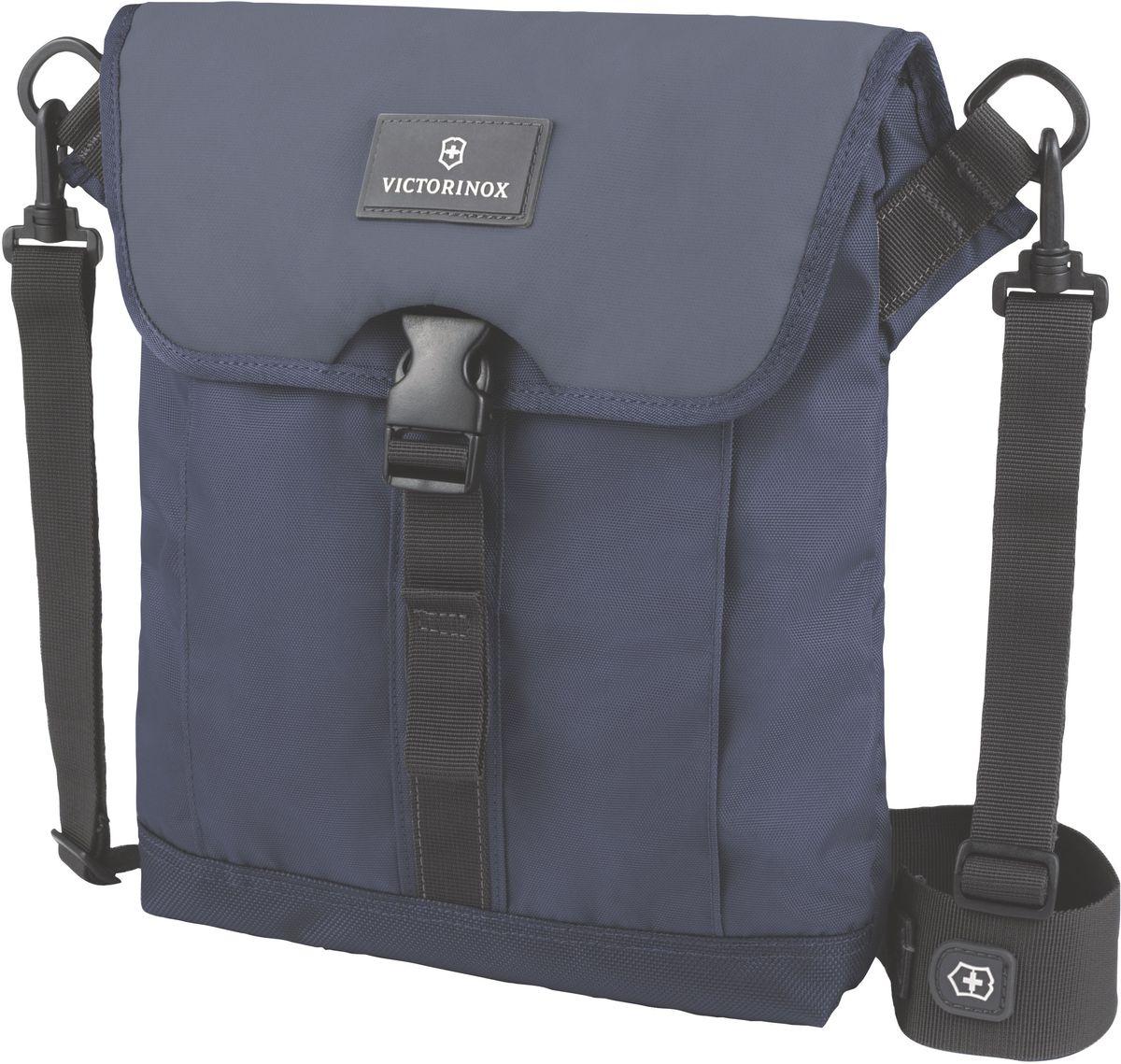 Сумка наплечная Victorinox Altmont 3.0 Flapover Bag, цвет: синий. 32389209MW-1462-01-SR серебристыйСумка наплечная Victorinox Altmont 3.0 Flapover Bag выполнена из высококачественного нейлона и оформлена фирменной нашивкой. Изделие оснащено мягким карманом для электронного устройства диагональю 10 (25 см) для хранения iPad, Kindle, планшета или электронной книги.Внешняя сторона включает в себя передний карман с застёжкой-клапаном.Лицевые, боковые и задние скрытые карманы на молнии обеспечивают дополнительную безопасность и места для хранения.Регулируемый съемный плечевой ремень для удобства переноски.