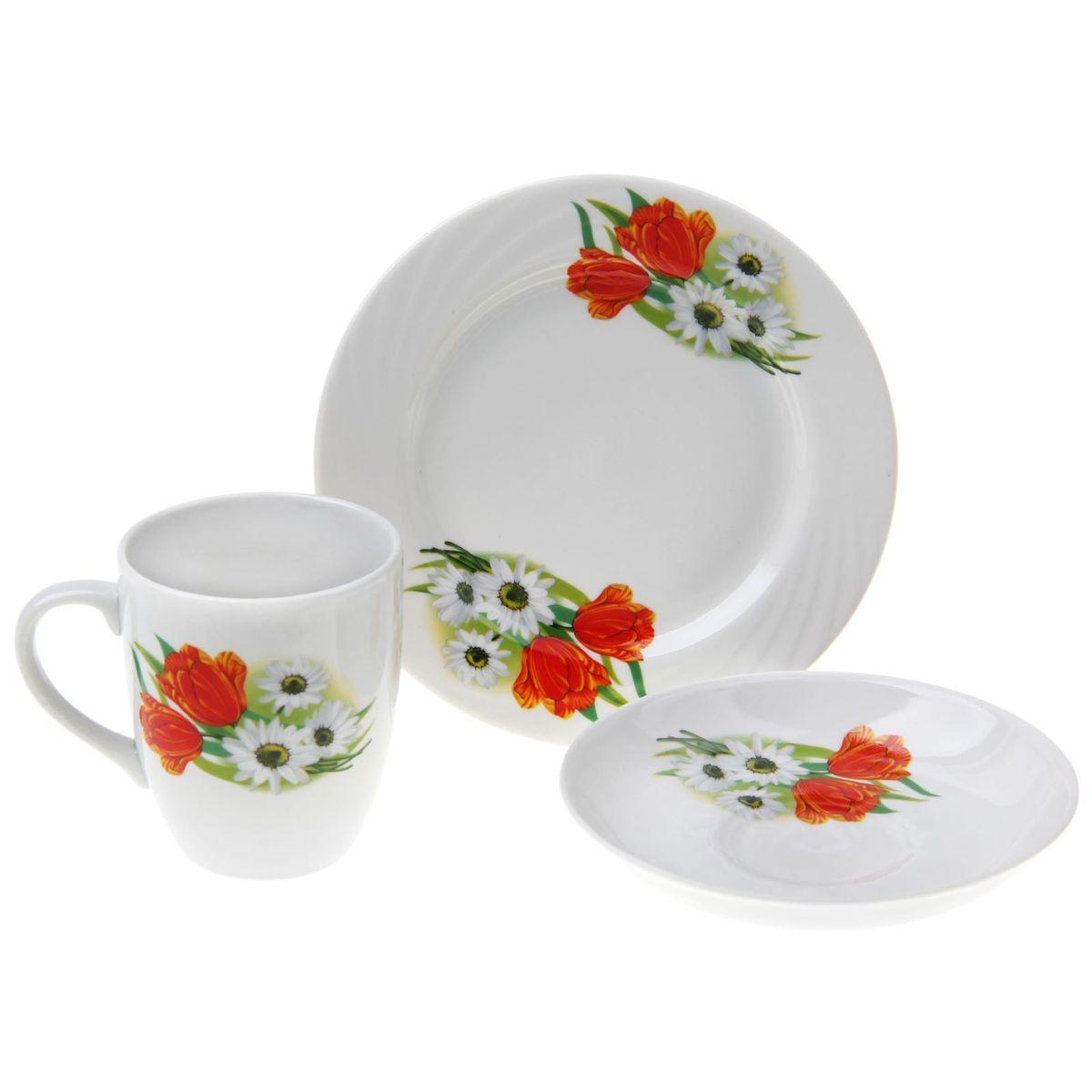 Набор столовой посуды Ромашка с тюльпаном, 3 предметаVT-1520(SR)Набор столовой посуды Ромашка с тюльпаном состоит из кружки, тарелки и блюдца. Изделия выполнены из высококачественного фарфора и оформлены ярким рисунком.Такой набор посуды прекрасно подходит как для торжественных случаев, так и для повседневного использования. Стильный дизайн изящно украсит сервировку стола. Объем кружки: 300 мл.