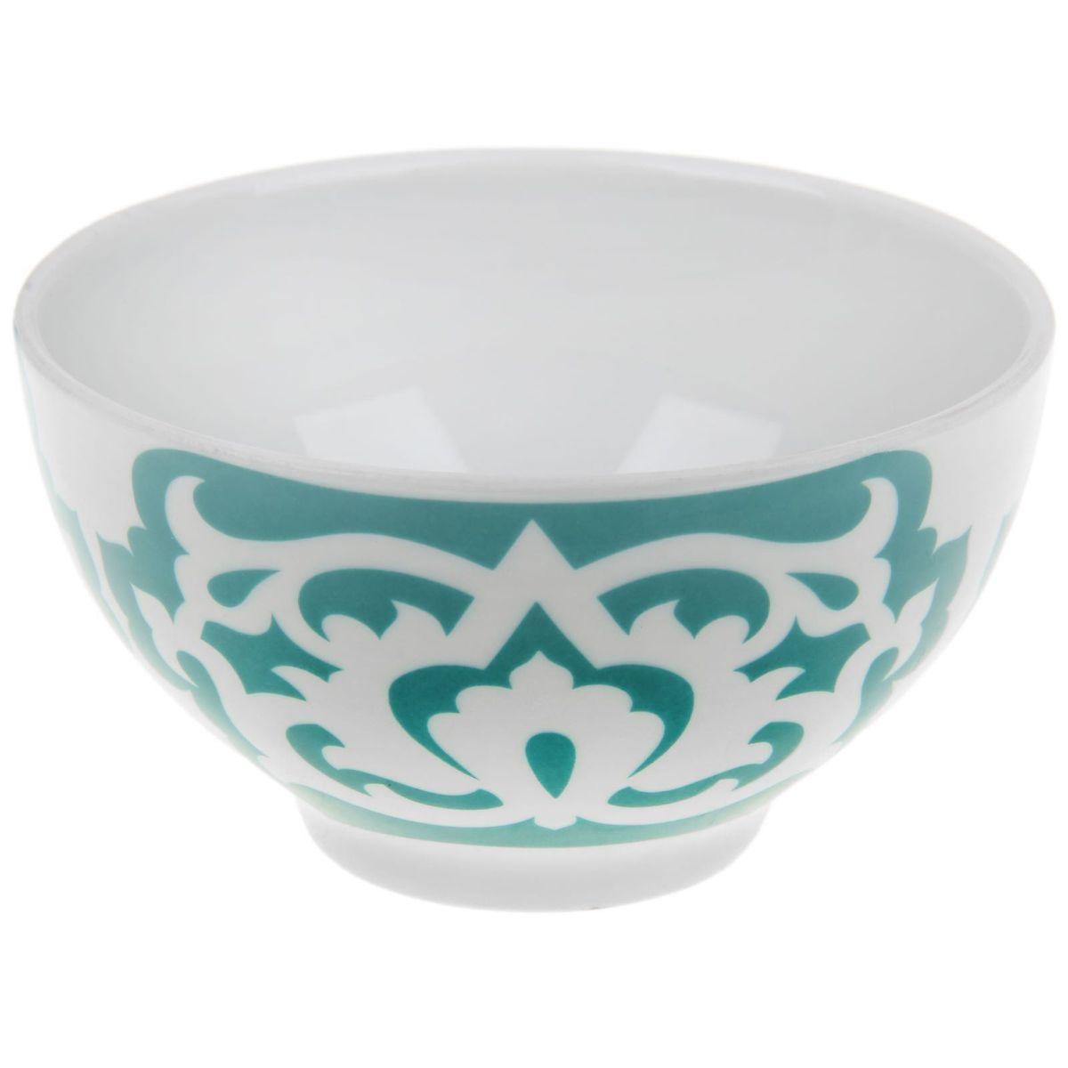 Пиала Азия, цвет: белый, зеленый, 330 мл115510Пиала Азия гармонично впишется в интерьер любой кухни. Изделие, выполненное из высококачественного фарфора, оформлено замысловатым орнаментом. Такая пиала прекрасно подойдет для подачи салата или мороженого. Она станет бесспорным украшением праздничного или обеденного стола. Пиала Азия дополнит коллекцию кухонной посуды и будет служить долгие годы.