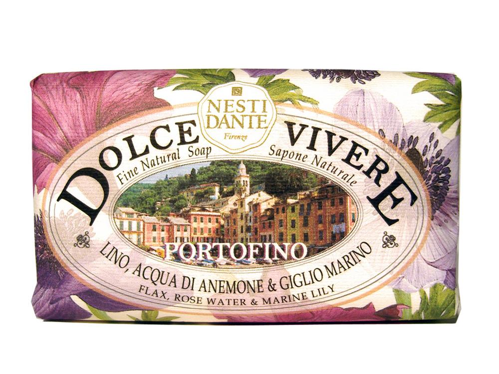 Мыло Nesti Dante Dolce Vivere. Портофино, 250 г1316106Великолепное растительное мыло премиум-класса Nesti Dante Dolce Vivere. Портофино изготовлено по старинным рецептам и по традиционной котловой технологии, в составе мыла только натуральные оливковое и пальмовое масло высочайшего качества, для ароматизации использованы органические эфирные масла. Мыло Dolce Vivere переносит вас в самые очаровательные места Италии, прекрасные и вдохновляющие виды заливов, городов и деревень, полных очарования, культуры и истории.Портофино - цветы и море, красота и легкость, такие чувства дарит изысканный аромат розовой воды, водяной лилии и льна. Путешествие по красивым ощущениям: босые ноги в траве, росинках на пальцах и бризе на лице. Уникальное место, красивый залив, абсолютно естественный, итальянский шедевр.Изысканная флорентийская бумага, в которую завернуто мыло, расписана акварелью, на каждом кусочке мыла выгравирована надпись With Love And Care (С любовю и заботой). Характеристики:Вес: 250 г. Производитель: Италия. Товар сертифицирован. Nesti Dante - одна из немногих итальянских мыловаренных фабрик, которая продолжает использовать в производстве только натуральные ингредиенты и кустарный способ производства. Тщательный выбор каждого ингредиента в отдельности позволяет использовать ценное сырье, такое как цельные нейтральные растительные и животные жиры и эти качественные материалы позволяют получать более обогащенное и более мягкое мыло благодаря присутствию фракции глицерида в жирах.