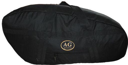 Сумка для лодочного мотора AG-brand Эконом 2 т, 15 л.с., цвет: черныйAG-YAM-SMB-VK540-SCПереноска и хранение лодочного мотора. Сумка изготовлена из ткани плотностью 600den с влагоотталкивающей пропиткой.С внутренней стороны сумка выполнена из ткани с пвх покрытием и имеет антиударные вставки толщиной 5мм из вспененного наполнителя.Сумка на прочной двухзамковой молнии и имеет ручки для переноски мотора (в руках и на плече).