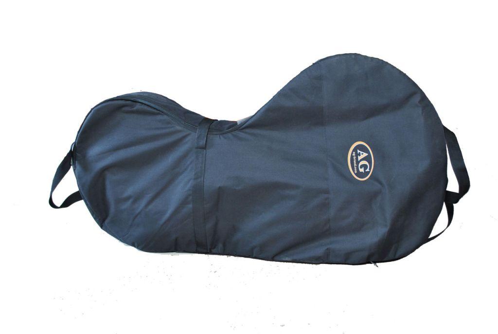 Сумка для лодочного мотора AG-brand 4 т, 9,8-20 л.с., цвет: черныйKGB GX-3Переноска и хранение лодочного мотора. Сумка изготовлена из ткани плотностью 600den с влагоотталкивающей пропиткой.С внутренней стороны сумка выполнена из ткани с пвх покрытием и имеет антиударные вставки толщиной 8мм из вспененного наполнителя.Сумка на прочной двухзамковой молнии и имеет карман для документации и мелких деталей. Есть ручки для переноски мотора в руках и на плече. Также на сумке предусмотренныдополнительные ручки и мотор могут нести одновременно два человека.