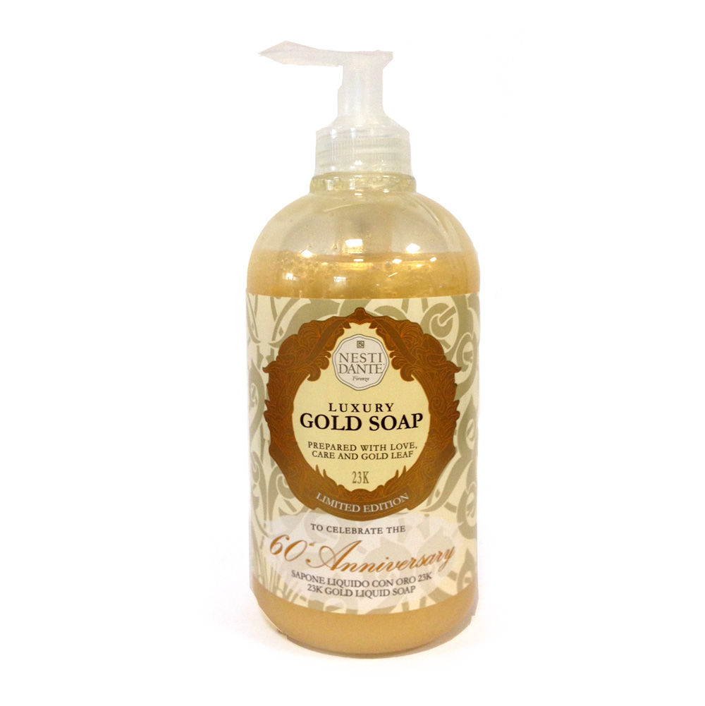 Nesti Dante Жидкое мыло Anniversary Gold Soap-Юбилейное золотое 500 млMP59.4DЖидкое мыло и гели Nesti Dante производится исключительно из растительных масел и содержит 100% оливковое масло. Содержащееся в продуктах оливковое масло известно как «эликсир молодости» благодаря высокой концентрацией витамина Е, который помогает бороться с образованием свободных радикалов, повинных в старении кожи.