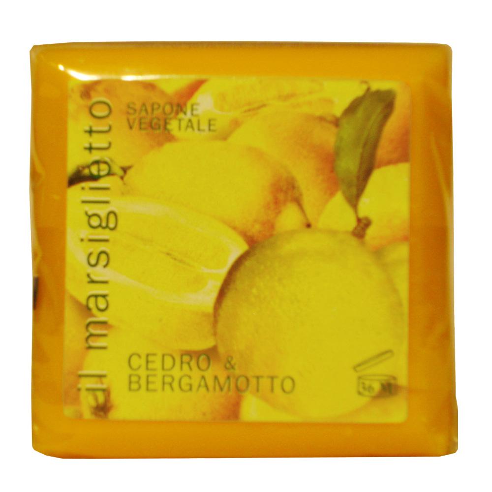 Мыло Nesti Dante Il Marsiglietto. Лимон и бергамот, 100 гMP59.3DНатуральное растительное мыло Nesti Dante Il Marsiglietto. Лимон и бергамот изготовлено по старинным рецептам и по традиционной котловой технологии, в составе мыла только натуральные оливковое и пальмовое масло высочайшего качества, для ароматизации использованы органические эфирные масла. Ежедневный ритуал красоты, любви и заботы не только для тела, но и для души. Il Marsiglietto - линия классического мыла создана для традиционного ухода за кожей. Солнечные нотки освежающих, сочных фруктов растворились в ароматном растительном мыле Лимон и бергамот, природные масла смягчают и делают кожу шелковистой и нежной, экстракты цитрусов приятно освежают, заряжая энергией и бодростью. Кожа чувствует свежесть и чистоту, и выглядит обновленной. Характеристики:Вес: 100 г. Производитель: Италия. Товар сертифицирован. Nesti Dante - одна из немногих итальянских мыловаренных фабрик, которая продолжает использовать в производстве только натуральные ингредиенты и кустарный способ производства. Тщательный выбор каждого ингредиента в отдельности позволяет использовать ценное сырье, такое как цельные нейтральные растительные и животные жиры и эти качественные материалы позволяют получать более обогащенное и более мягкое мыло благодаря присутствию фракции глицерида в жирах.